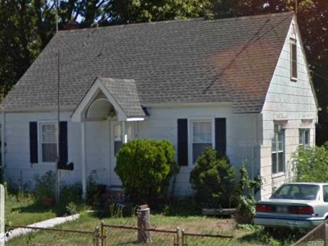 9 Totten St Bethpage, NY 11714