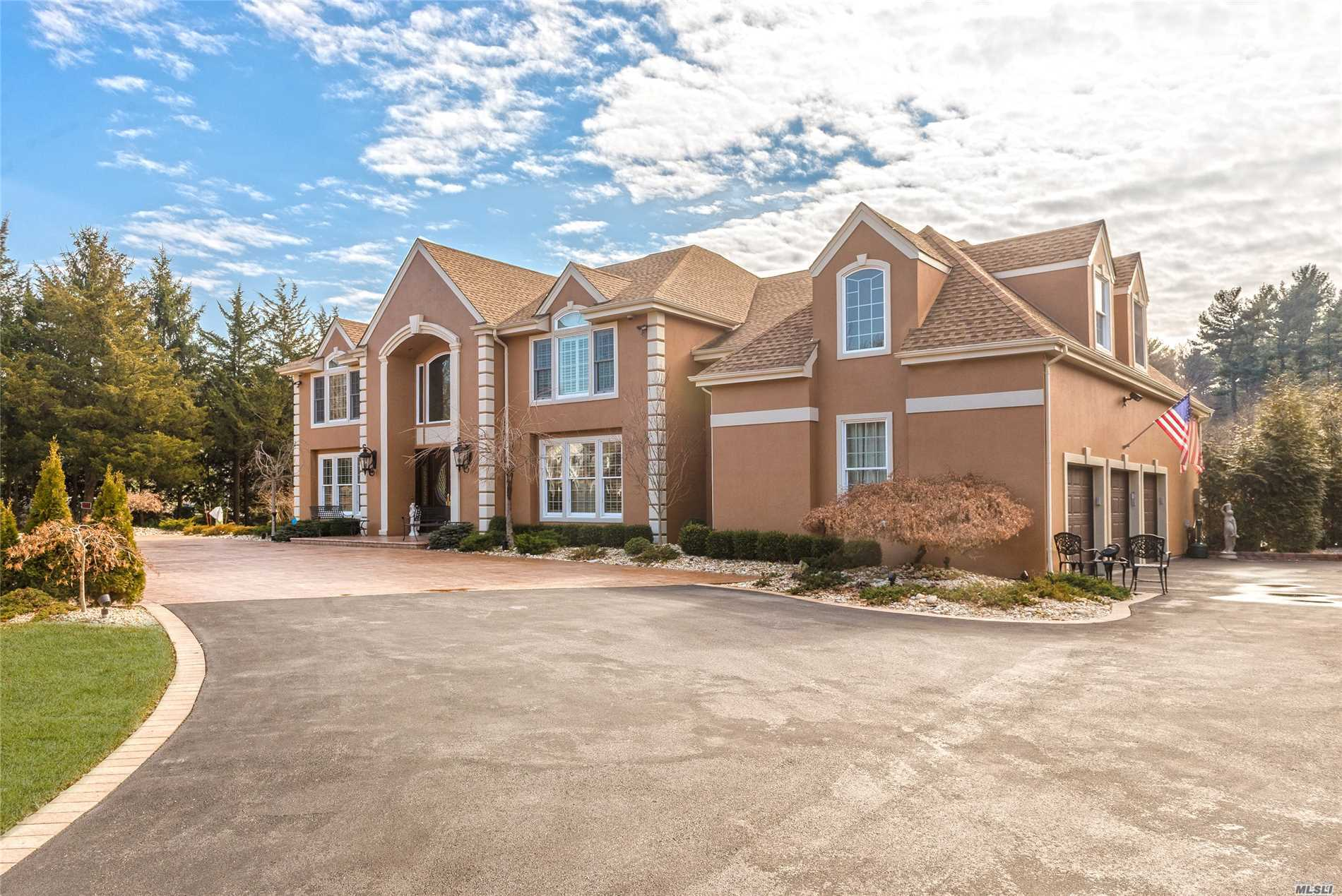 3 Windham Ct Muttontown, NY 11545