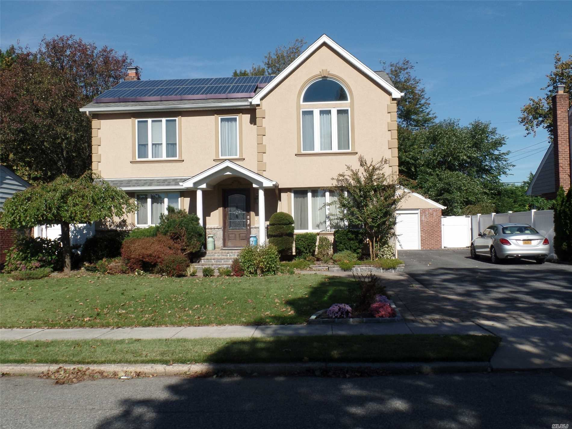 7 Cromwell Rd Carle Place, NY 11514