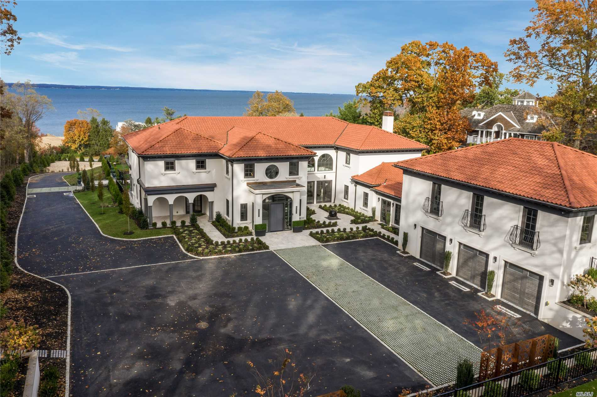 48 Sterling Ln Sands Point, NY 11050