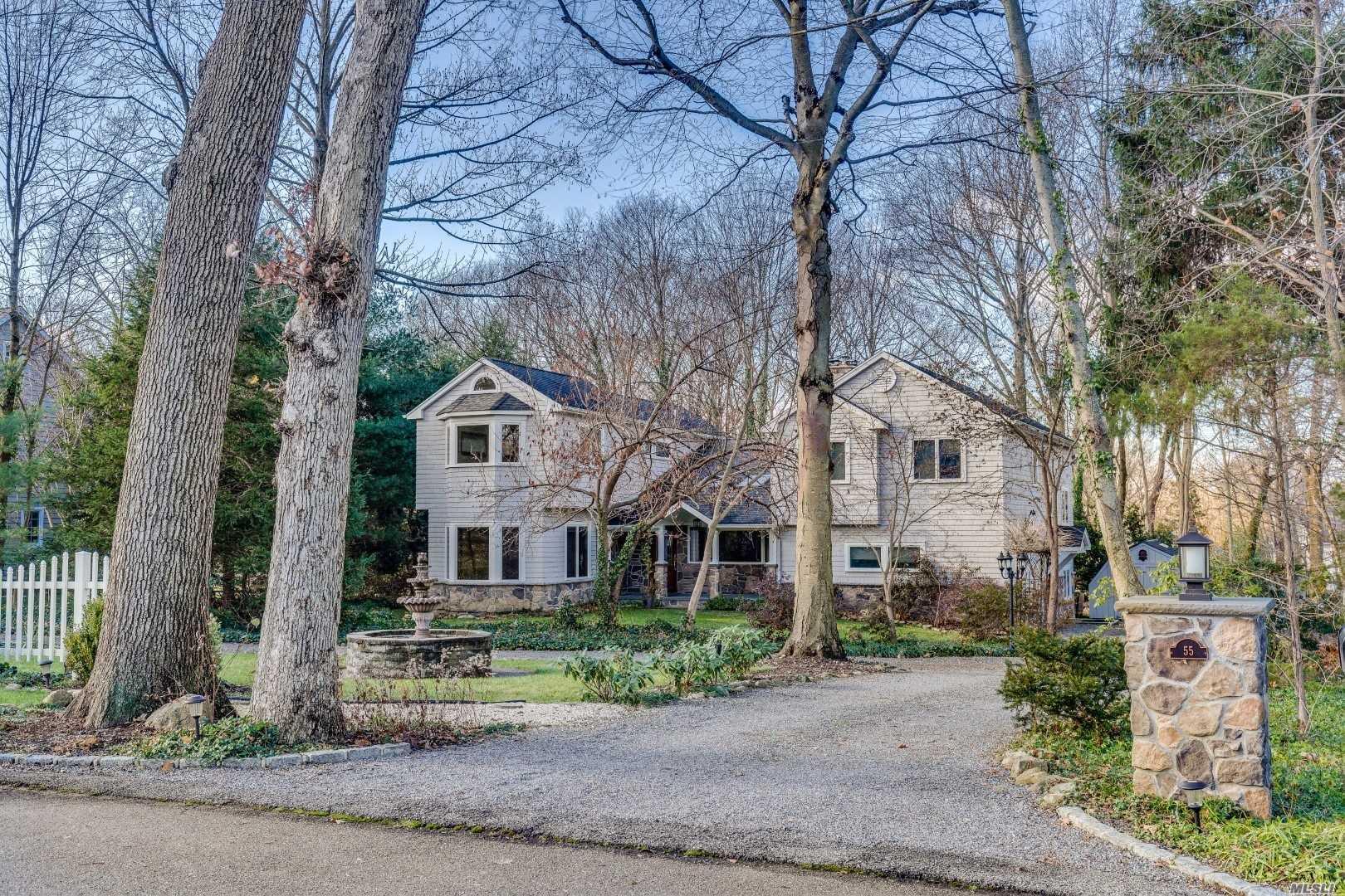 55 Hawxhurst Rd Cold Spring Hrbr, NY 11724