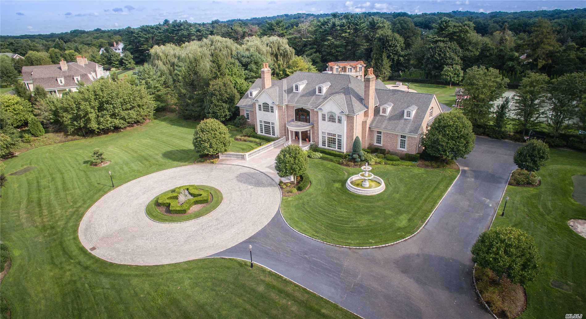 14 Pen Mor Dr Muttontown, NY 11732