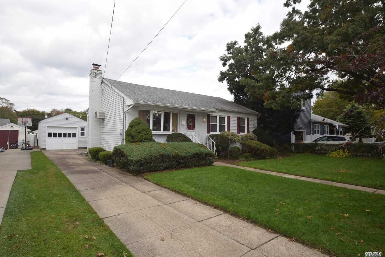 116 Woods Ave Malverne, NY 11565