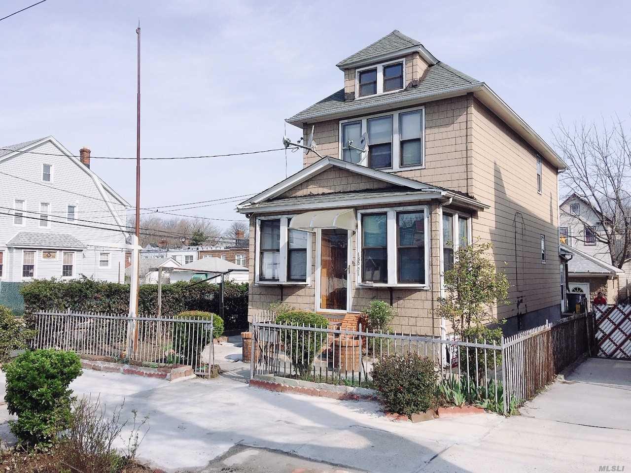 150-01 Coolidge Ave Briarwood, NY 11432