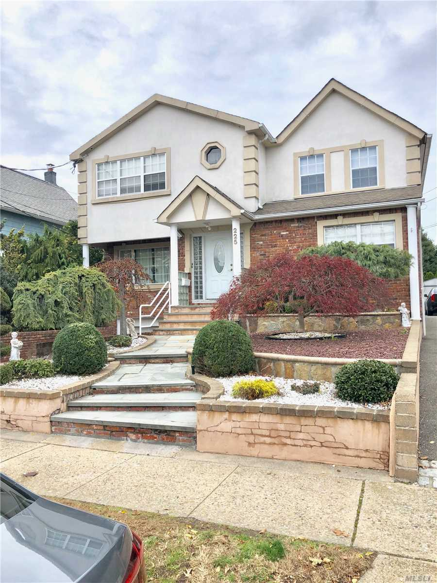 225 Rushmore Ave Carle Place, NY 11514