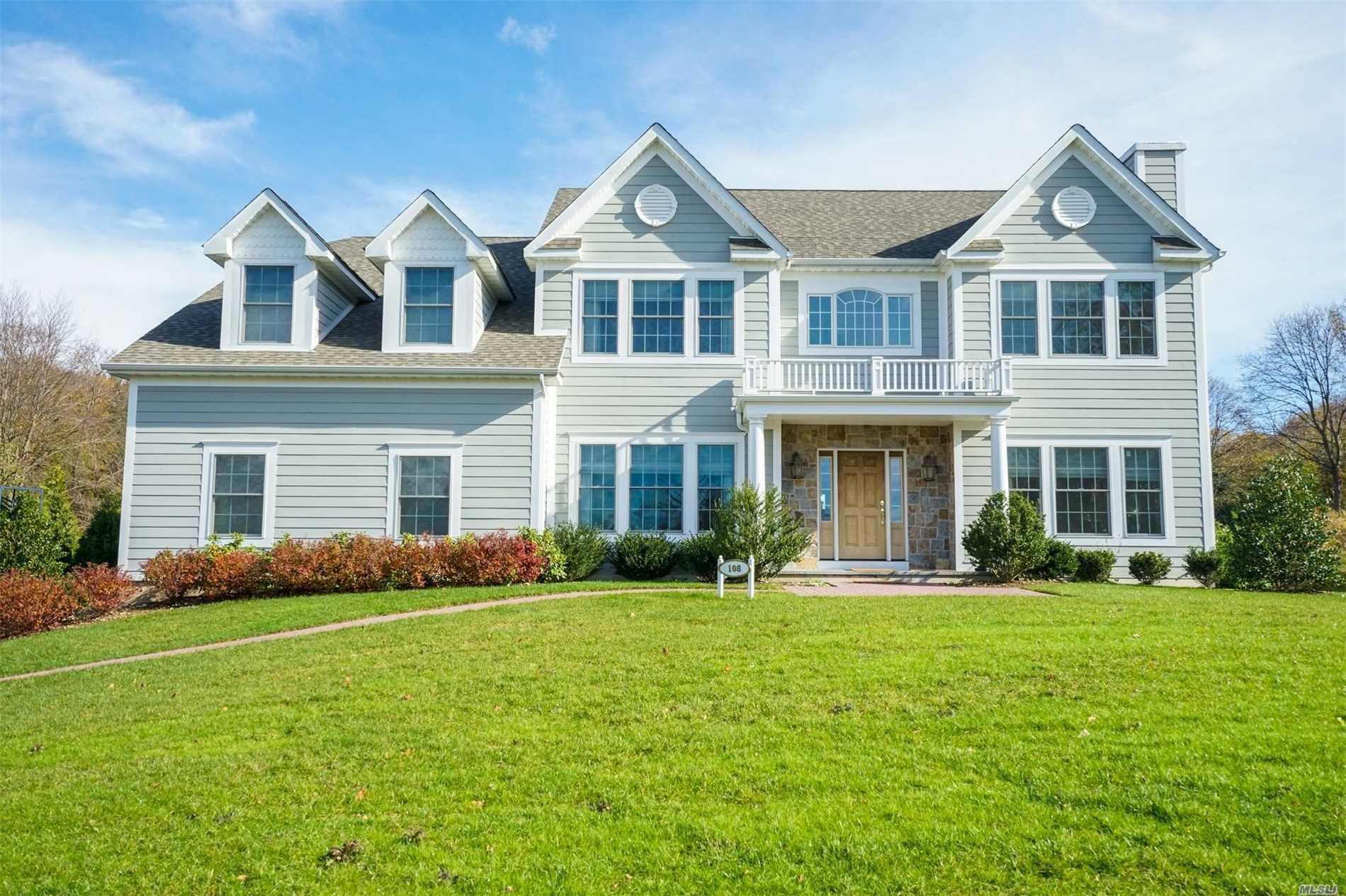 108 Woods Ct Glen Head, NY 11545