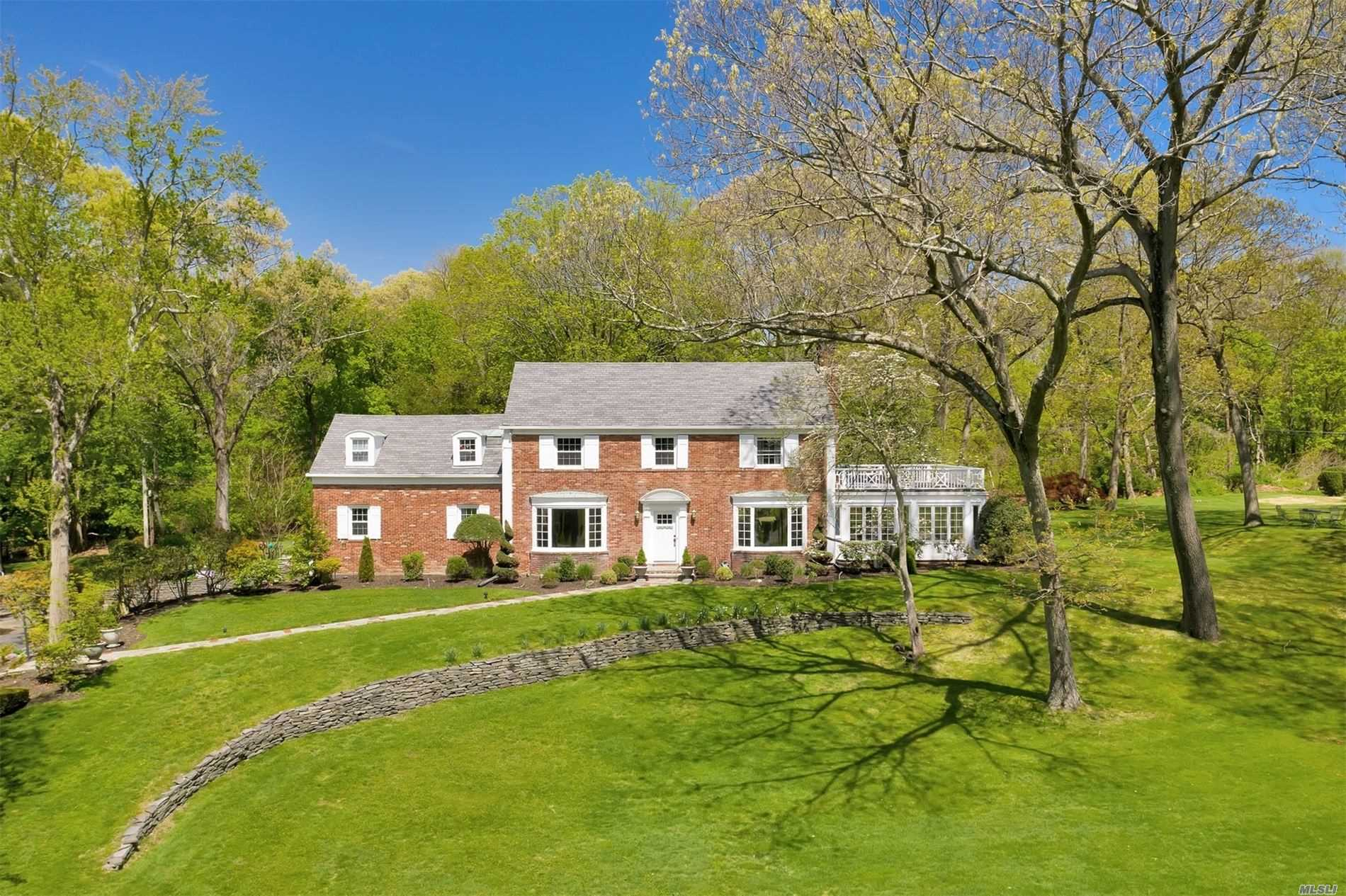 27 Wood Acres Rd Brookville, NY 11545