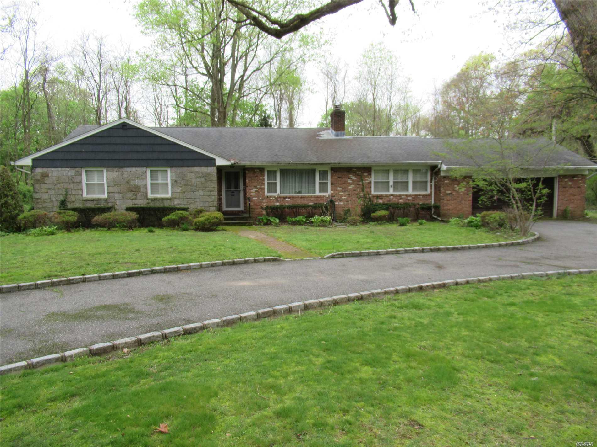 7 White Oak Tree Rd Laurel Hollow, NY 11791