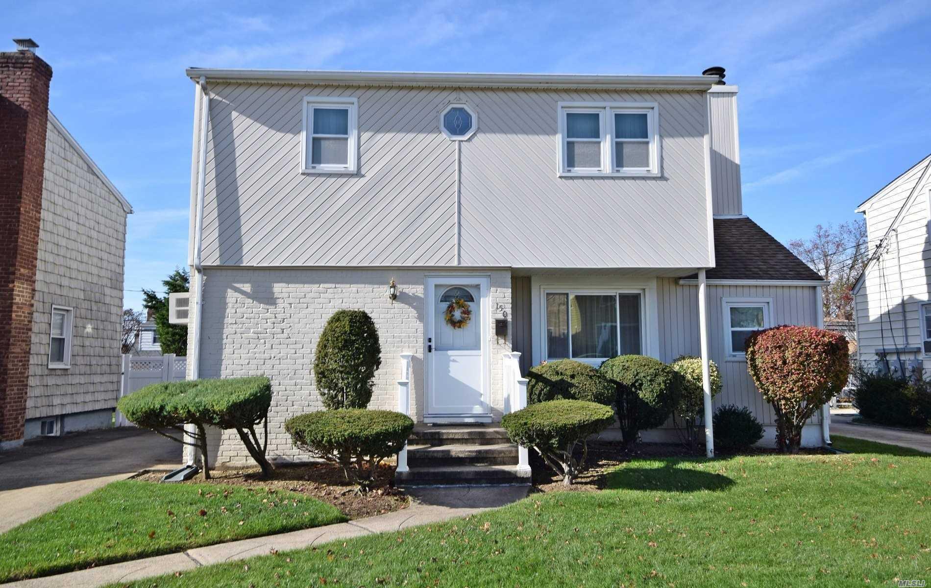 150 Cornwell Ave Williston Park, NY 11596