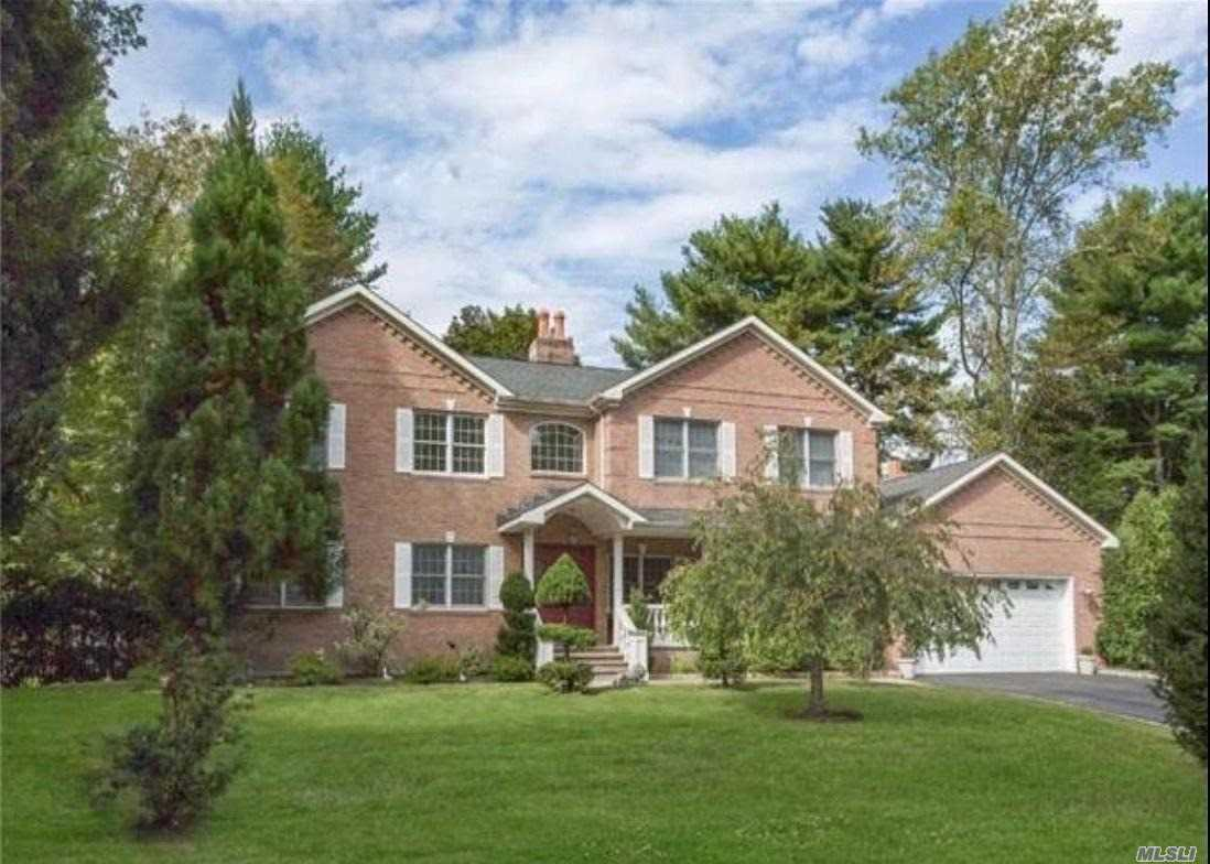 2 Mark Ct Glen Cove, NY 11542