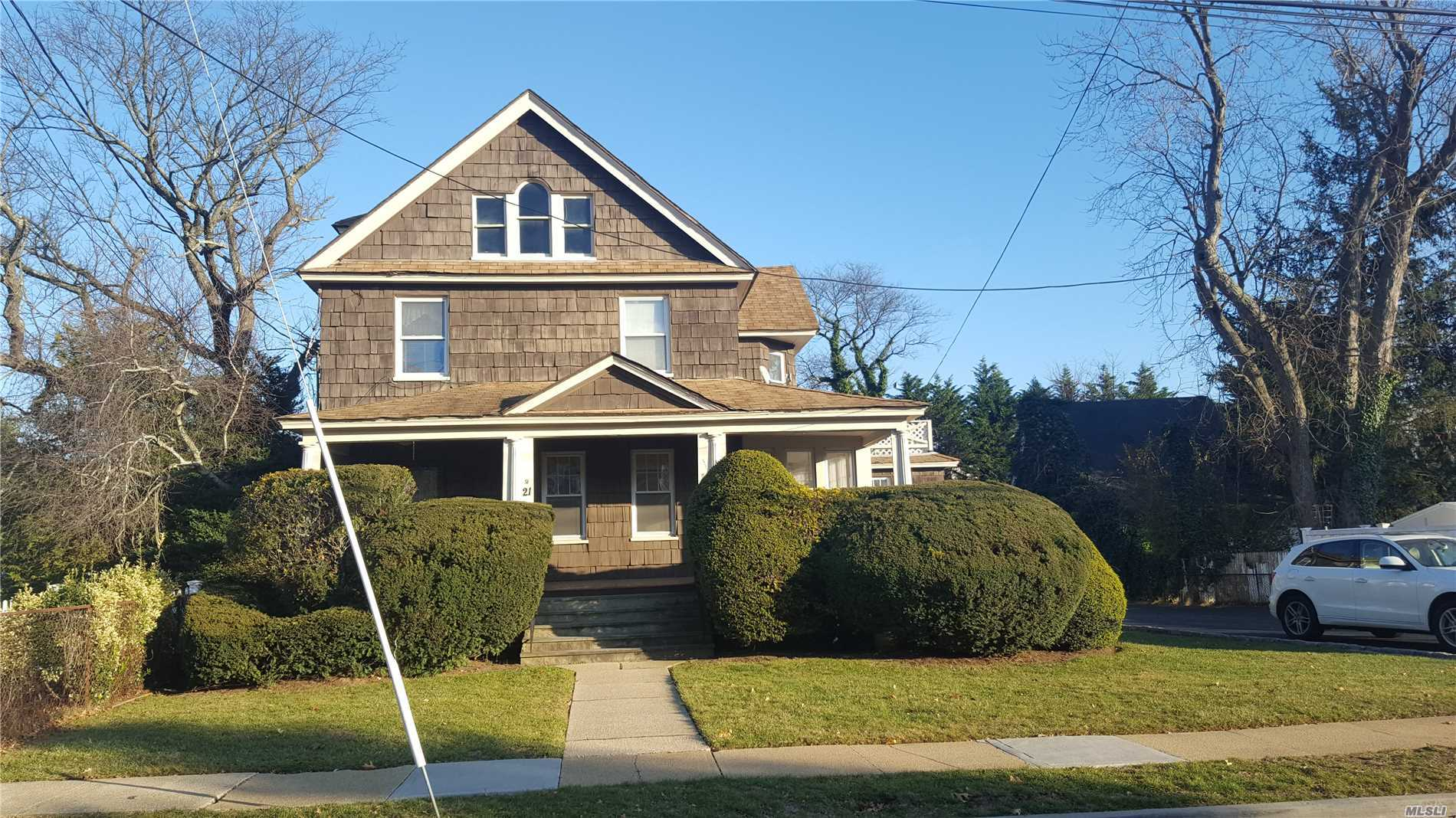 21 Lee Ave Rockville Centre, NY 11570