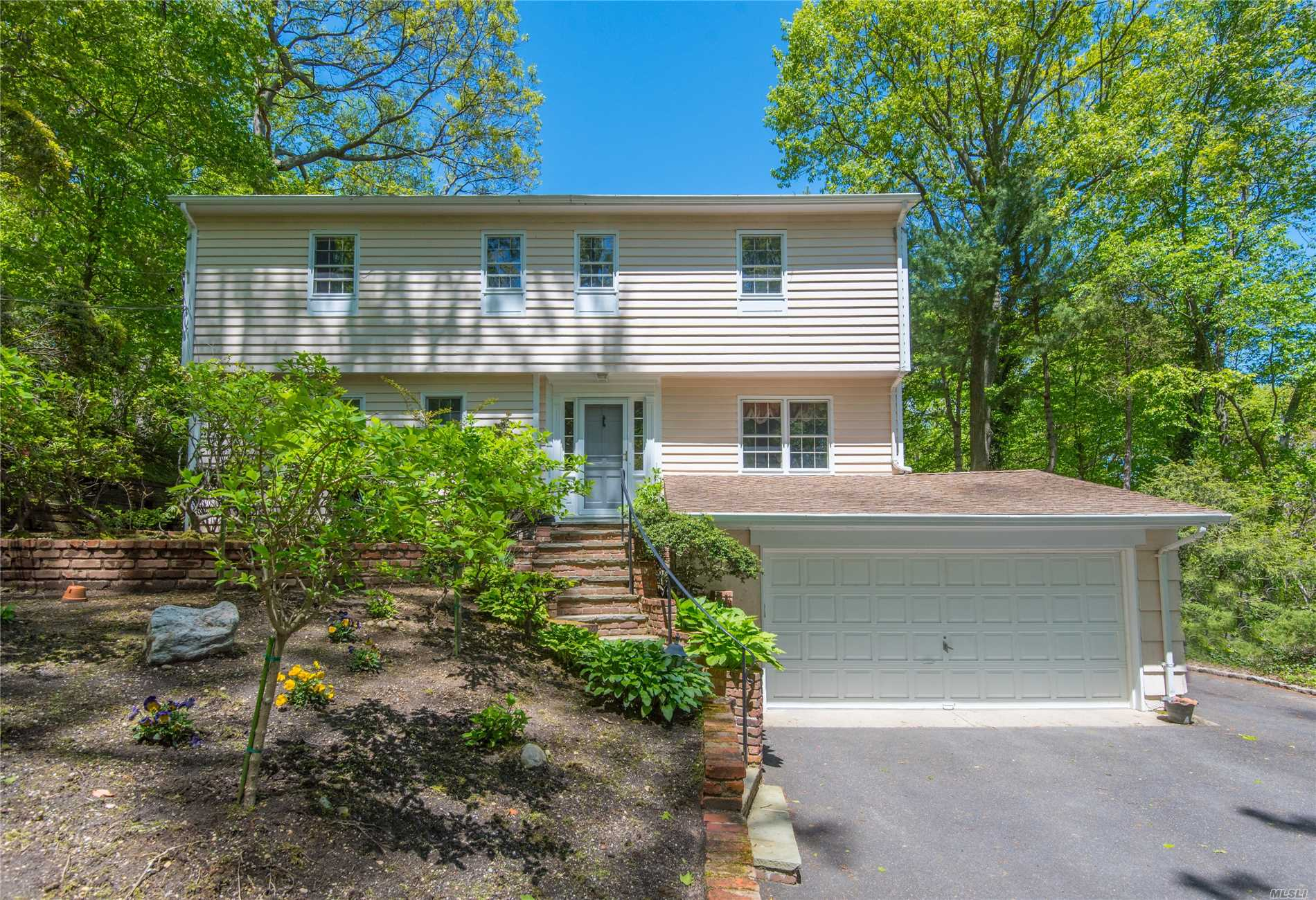 12 Erick Ct Cold Spring Hrbr, NY 11724