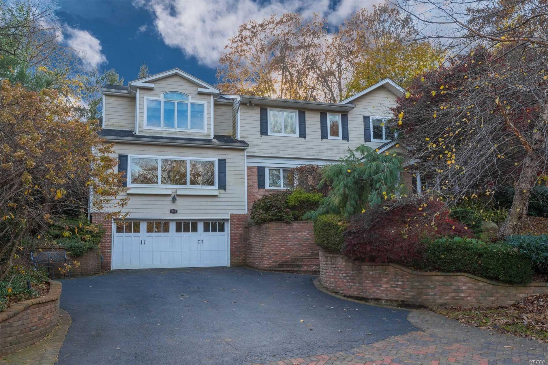 340 Chestnut Dr East Hills, NY 11576
