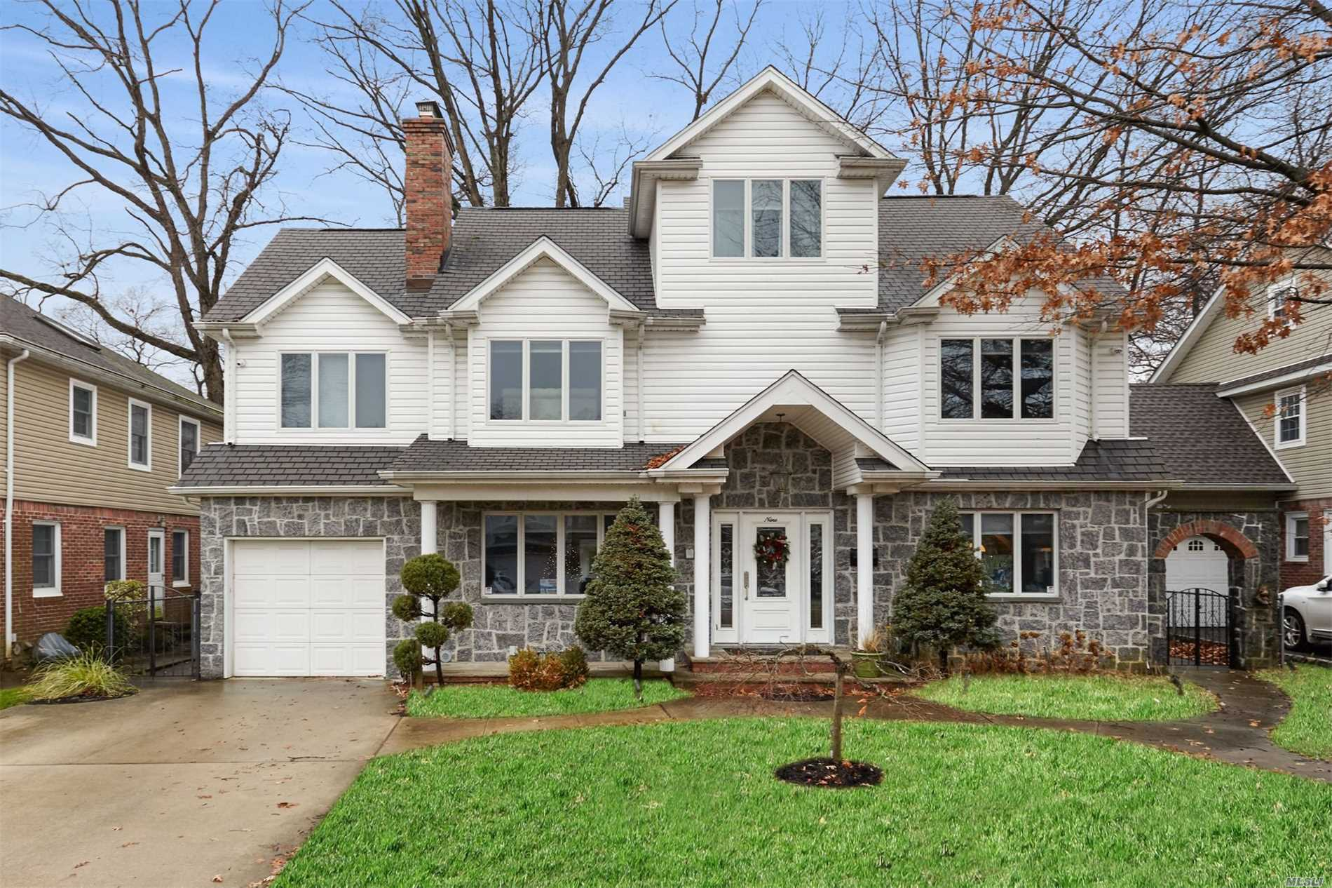 9 Willow Rd New Hyde Park, NY 11040