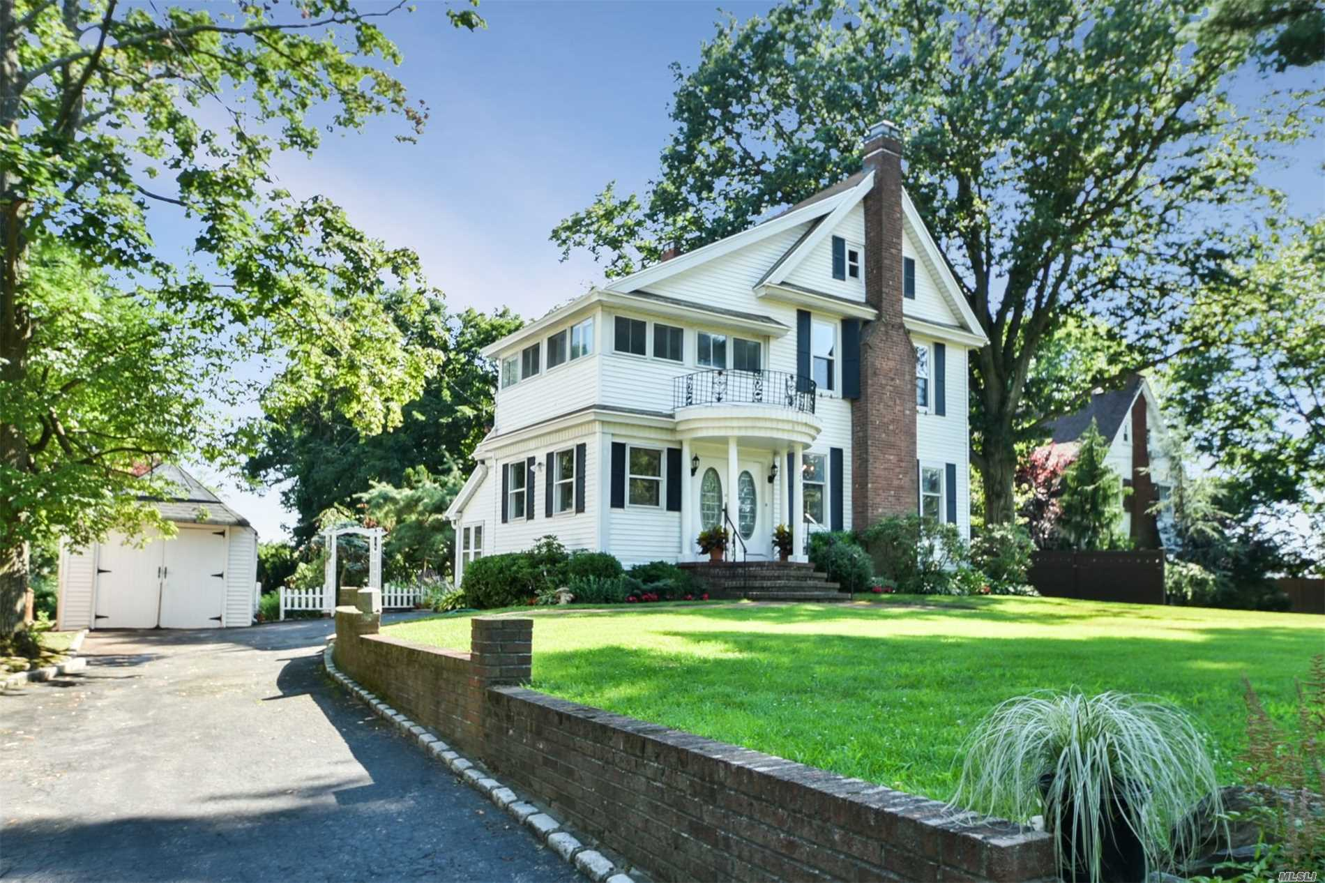26 Cherry St Douglaston, NY 11363