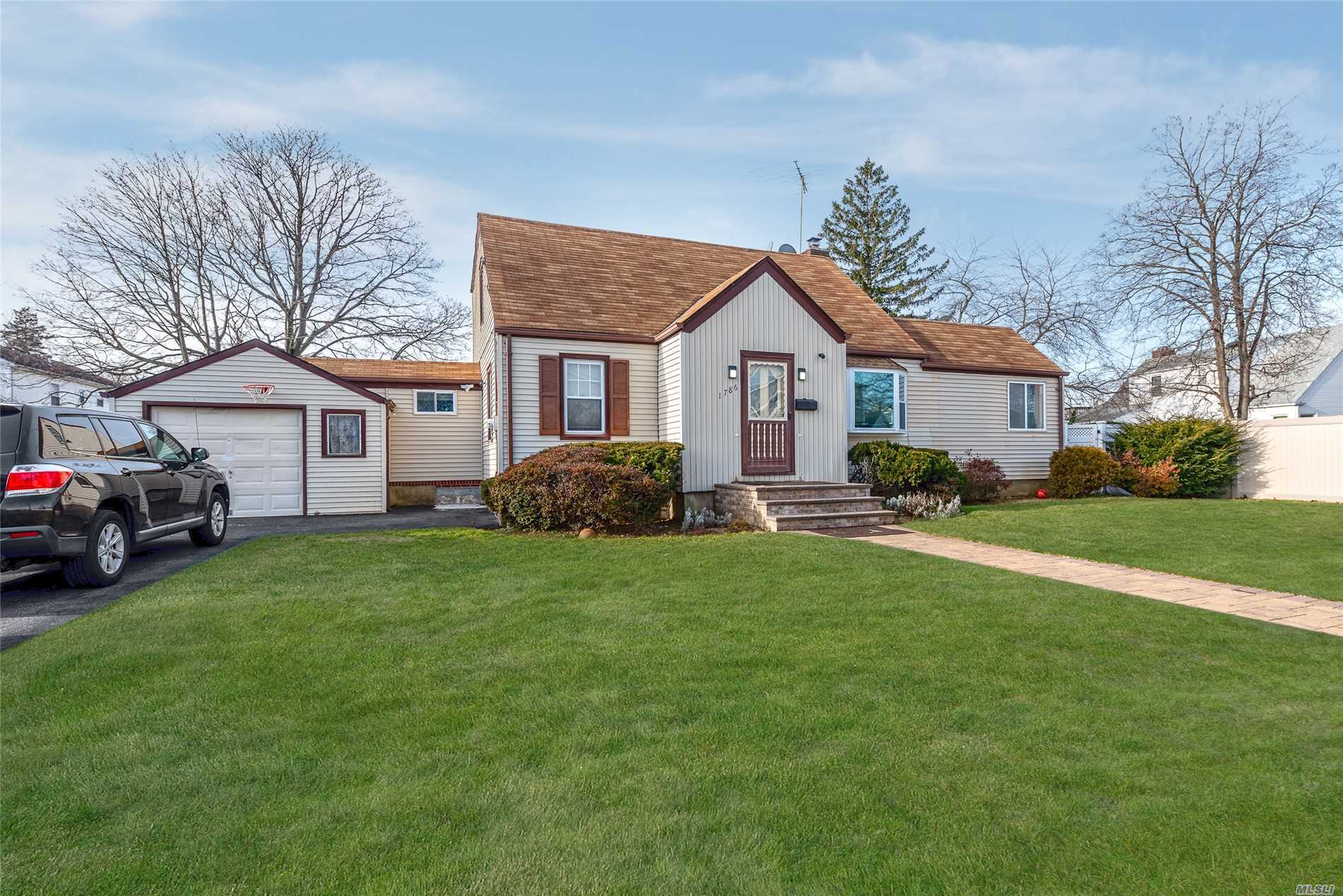 1786 Queen St N. Bellmore, NY 11710
