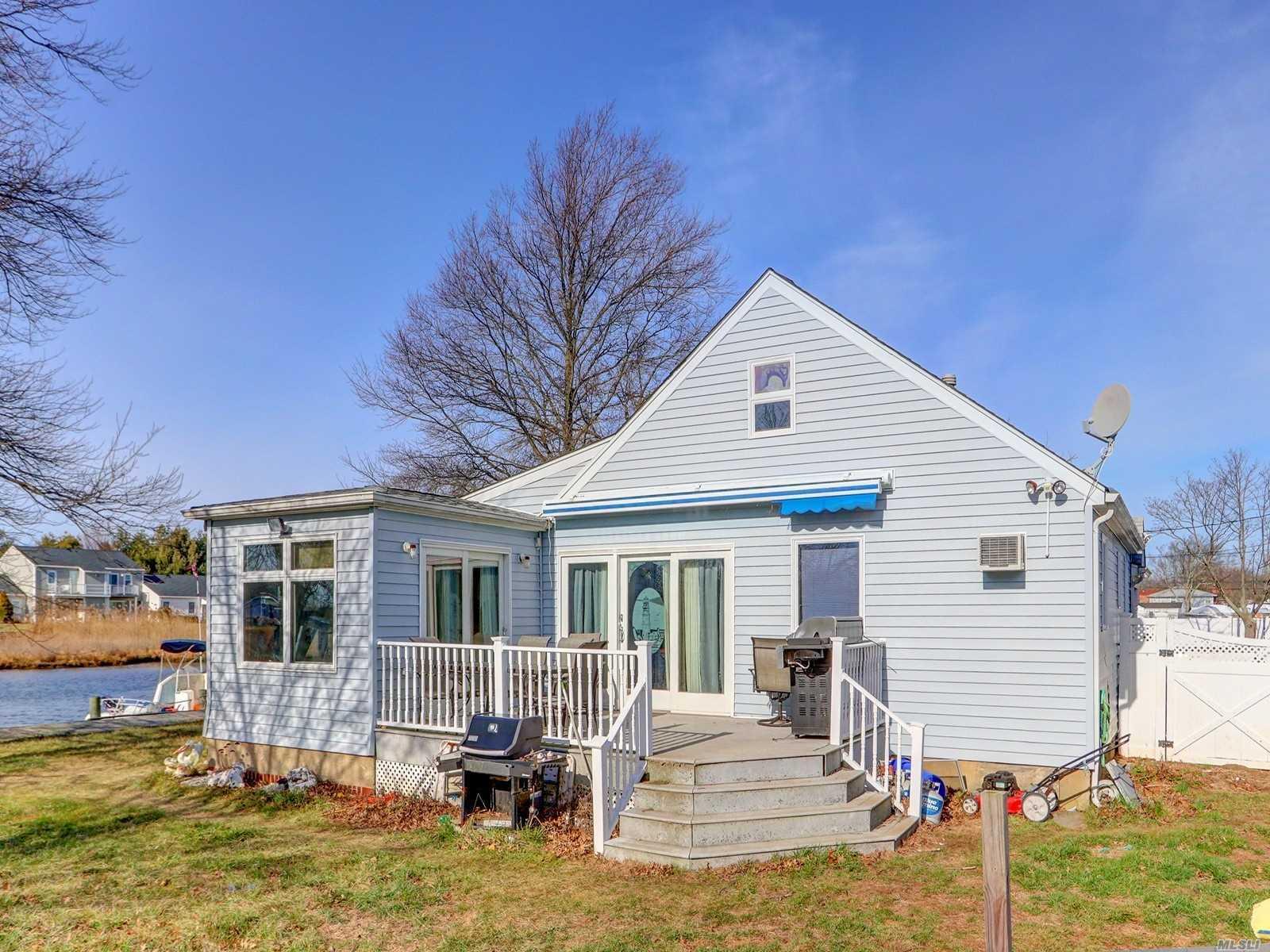 24 Albert Rd Amity Harbor, NY 11701