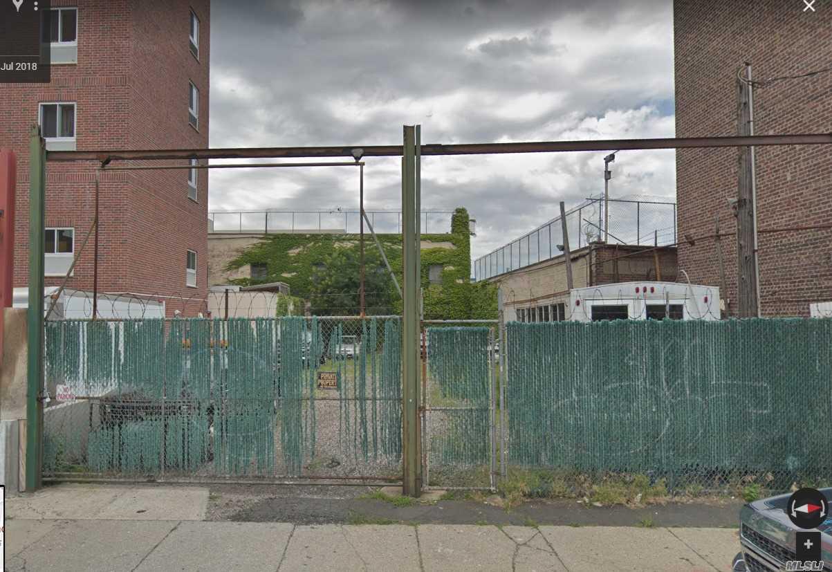 43-30 52nd St Woodside, NY 11377