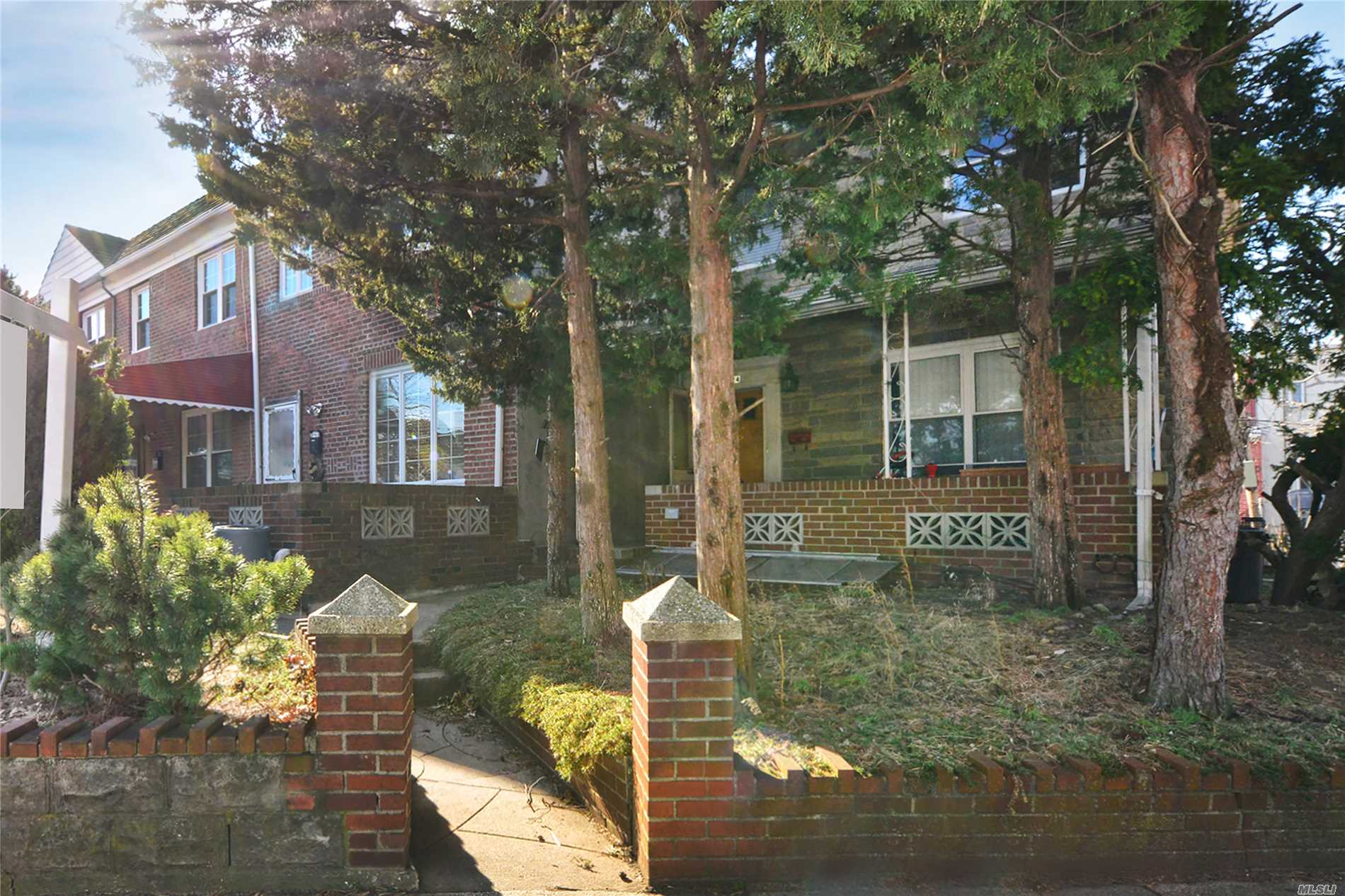 82-24 Caldwell Ave Middle Village, NY 11379