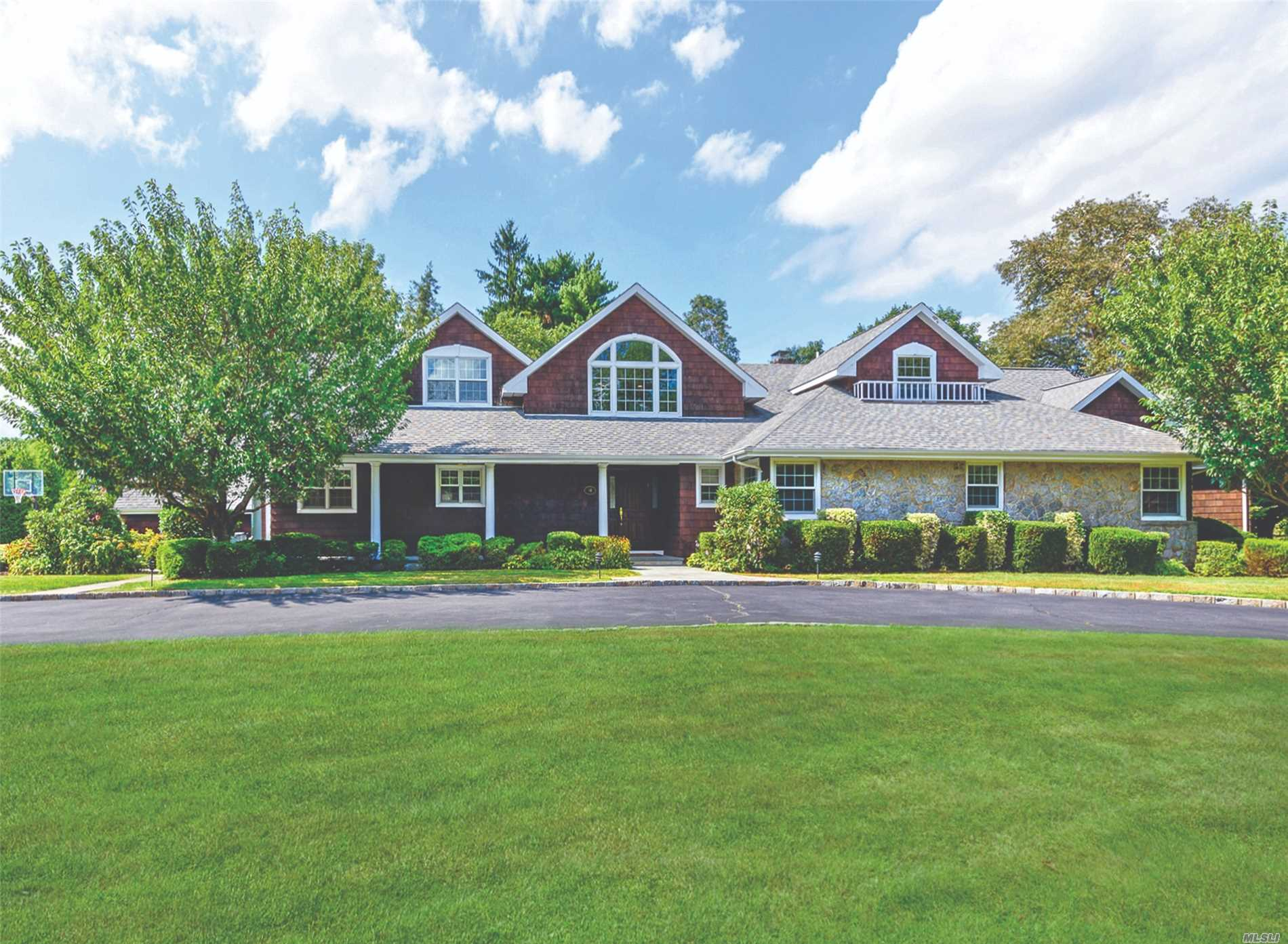 81 Woodhollow Rd East Hills, NY 11577