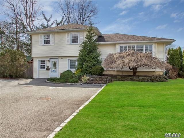 914 Oyster Bay Rd East Norwich, NY 11732