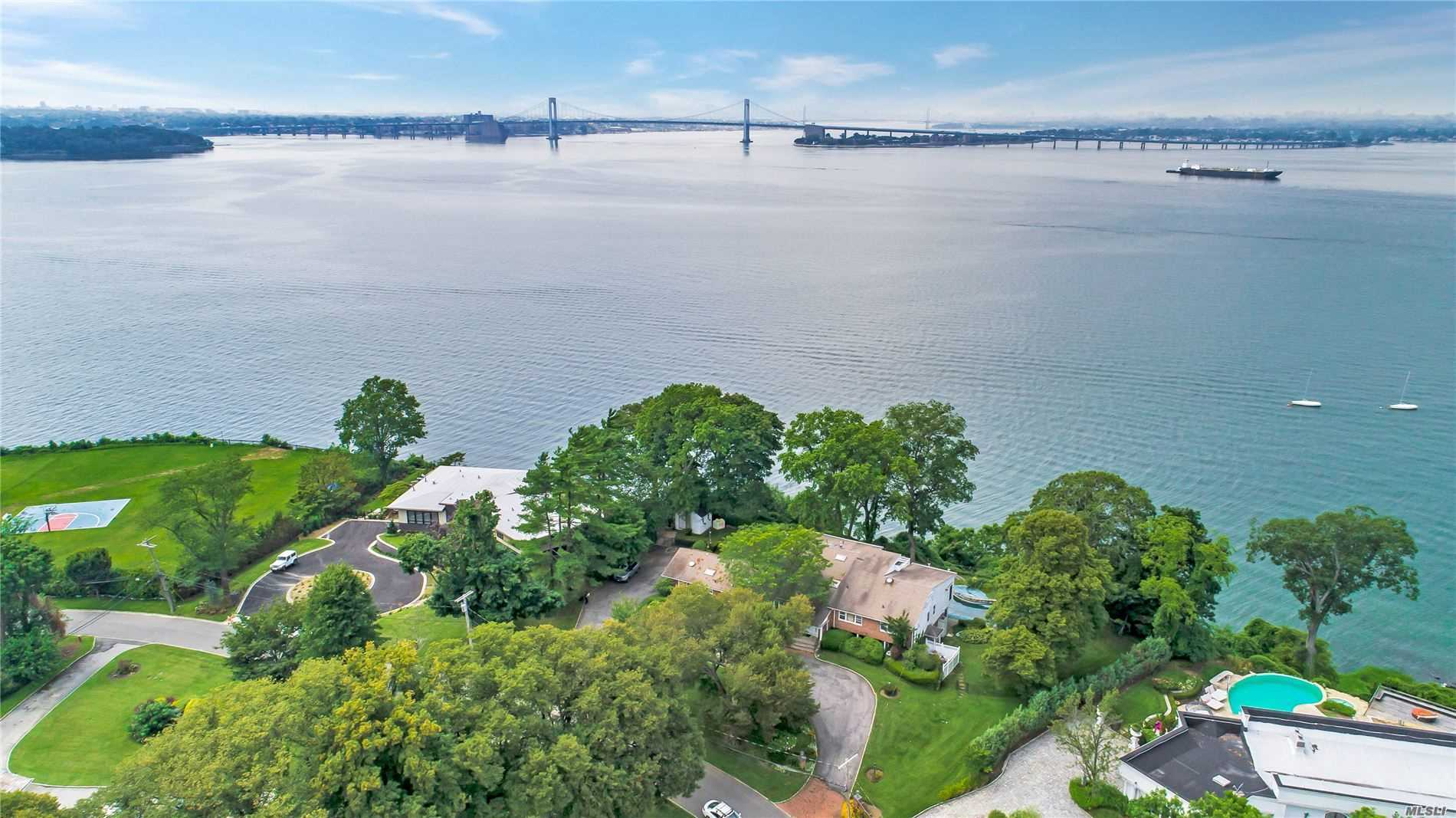 16 Sinclair Dr Great Neck, NY 11024