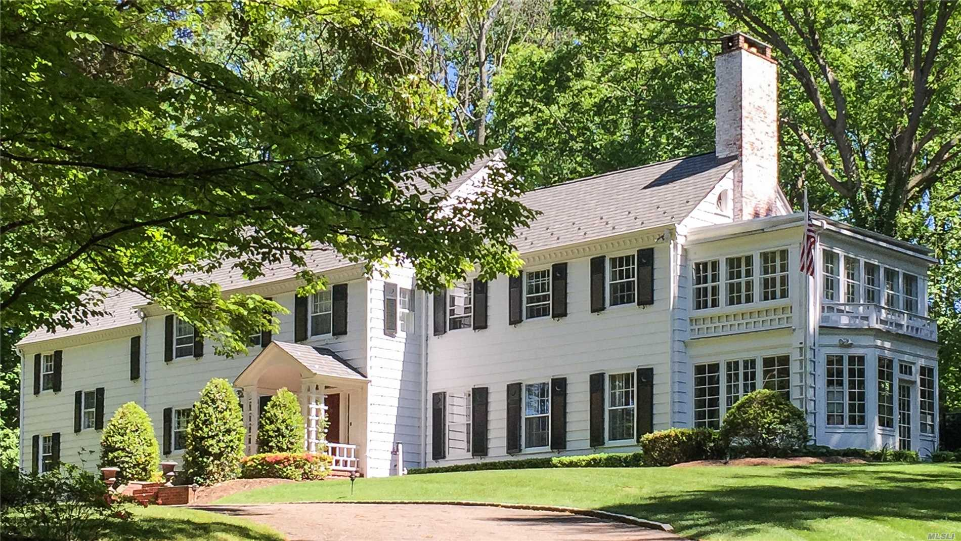 96 Cove Rd Oyster Bay Cove, NY 11771