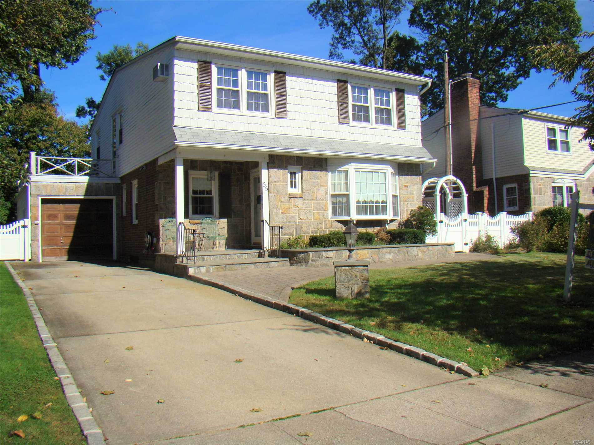 55 Oak Dr New Hyde Park, NY 11040