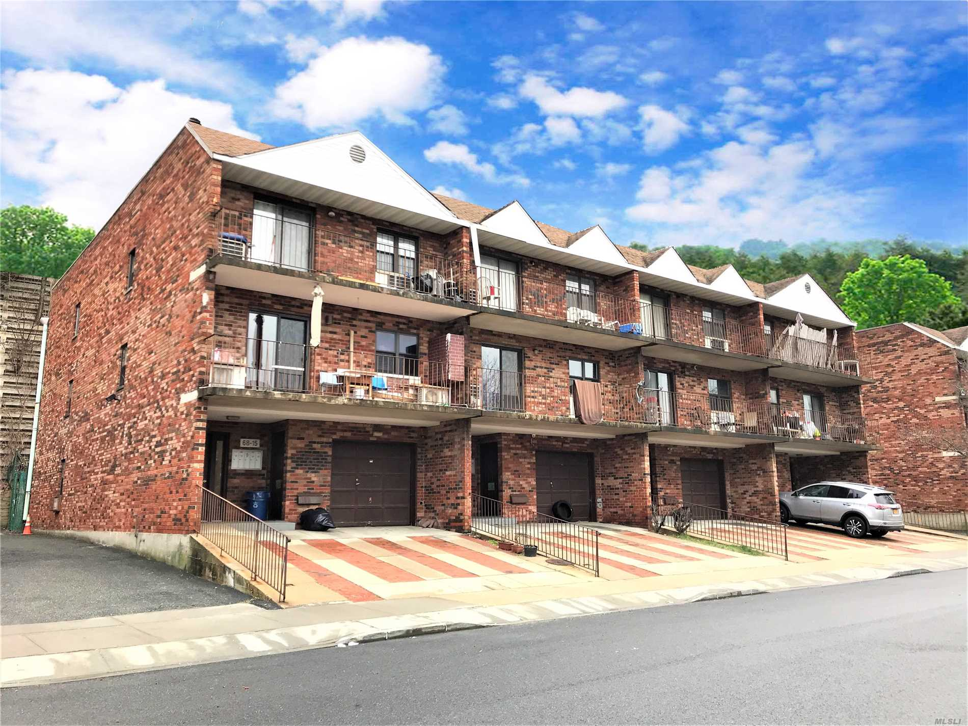 68-19 242nd St Douglaston, NY 11362