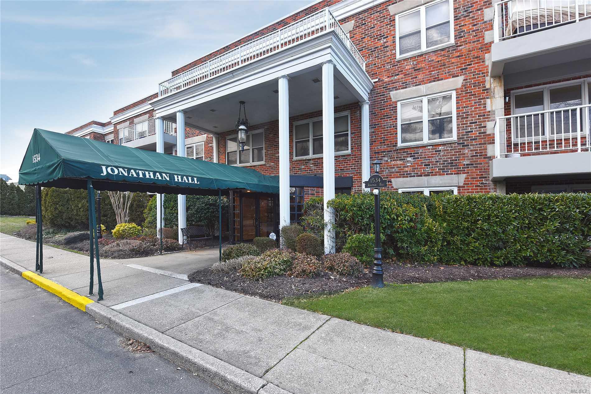 1534 Broadway Hewlett, NY 11557