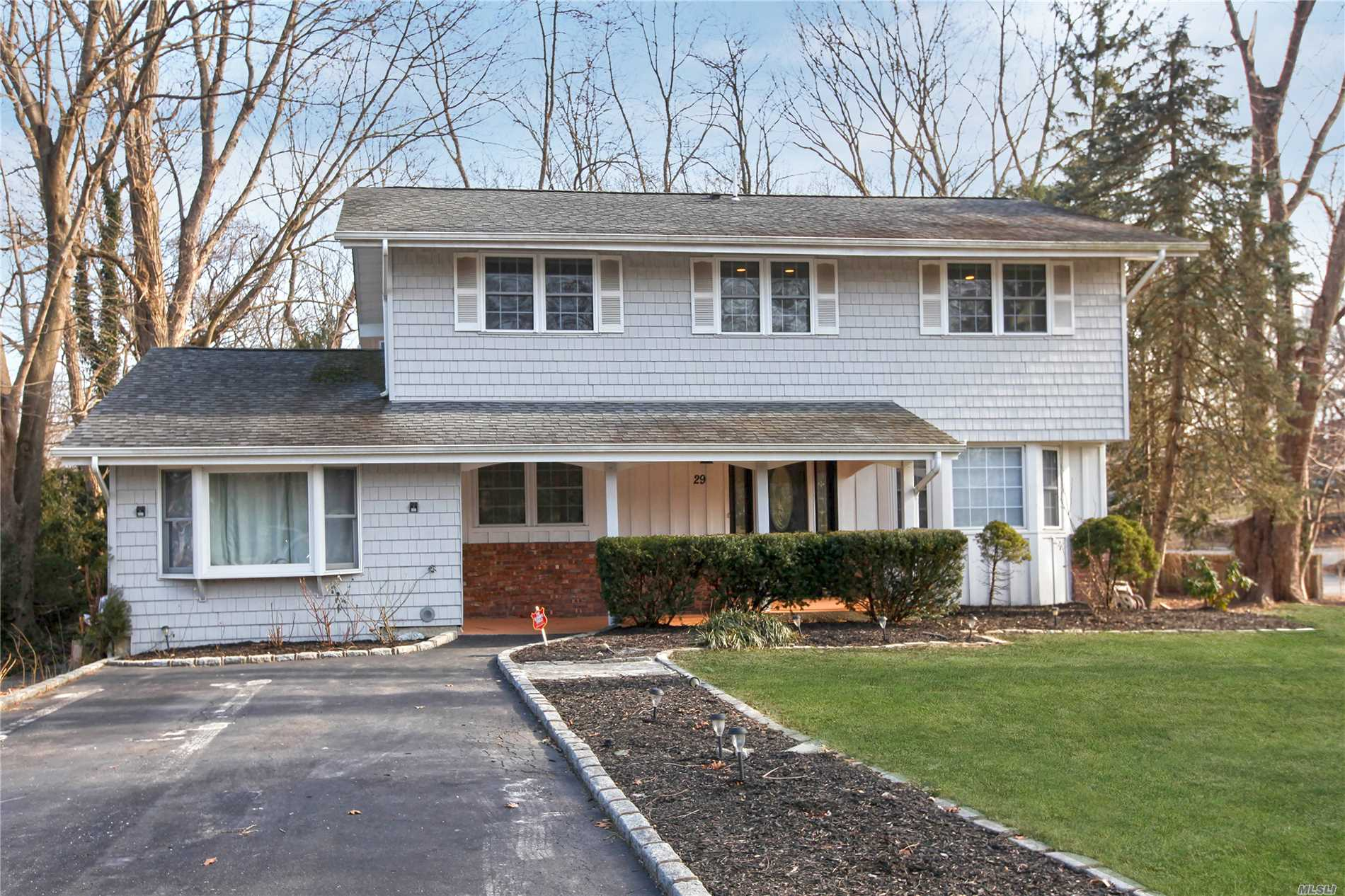 primary photo for 29 Swallow Ln, Hauppauge, NY 11788, US