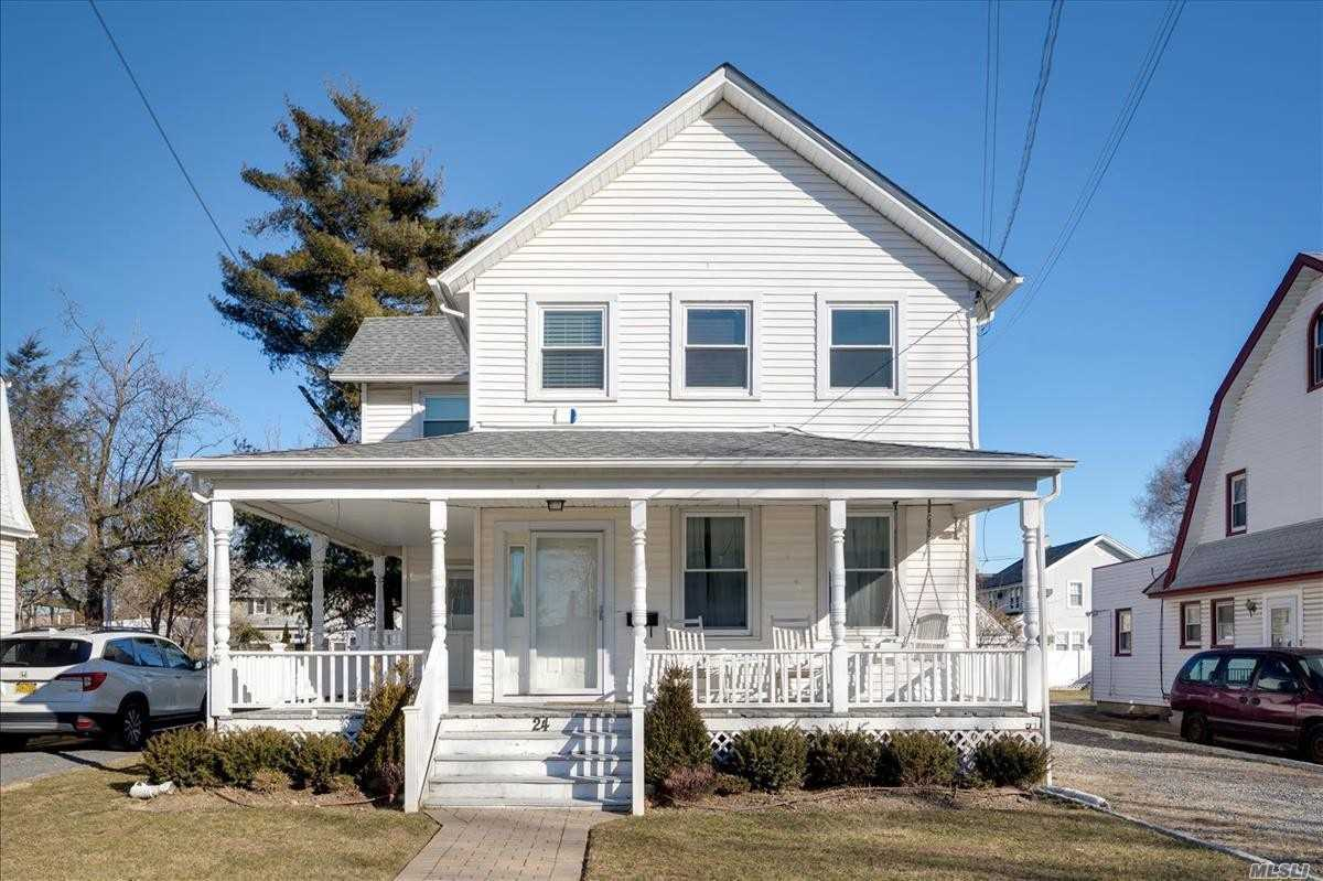 24 Centre St Woodmere, NY 11598