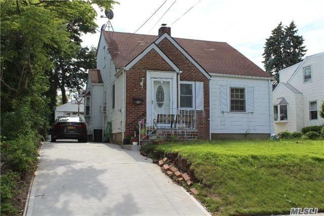 85 Moore St New Hyde Park, NY 11040