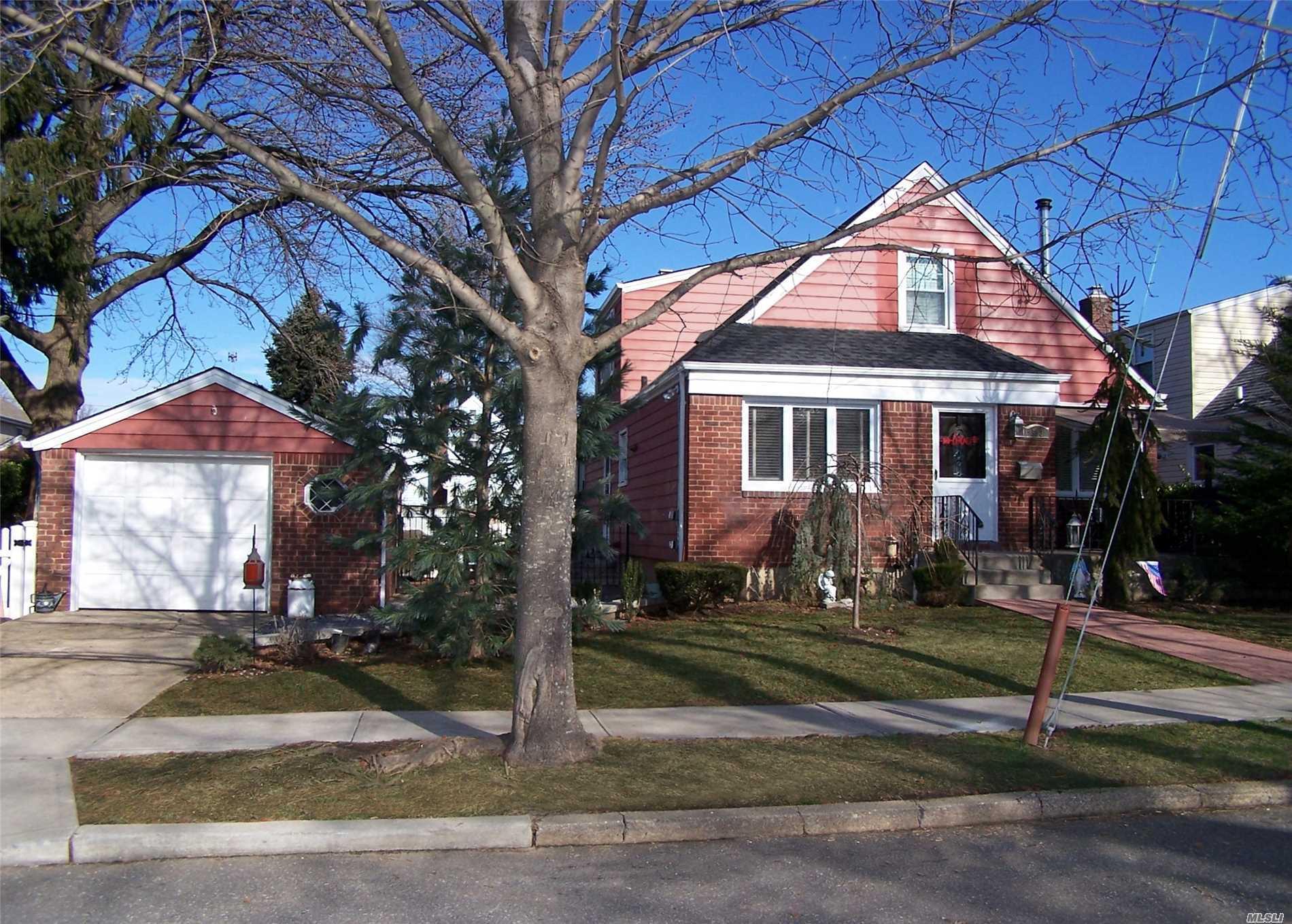 503 8th Ave New Hyde Park, NY 11040