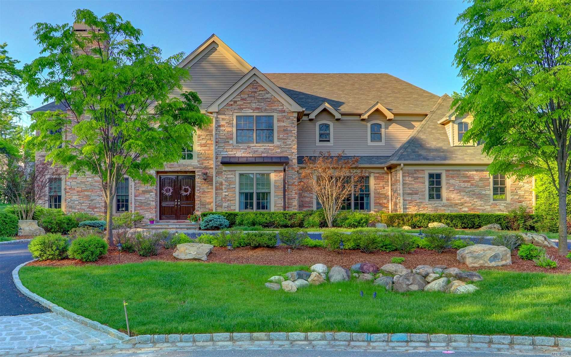6 Kingwood Ct Muttontown, NY 11791