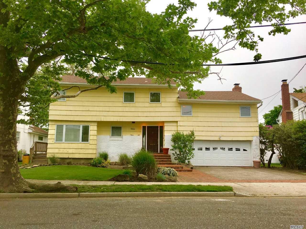 25 Park Cir Cedarhurst, NY 11516