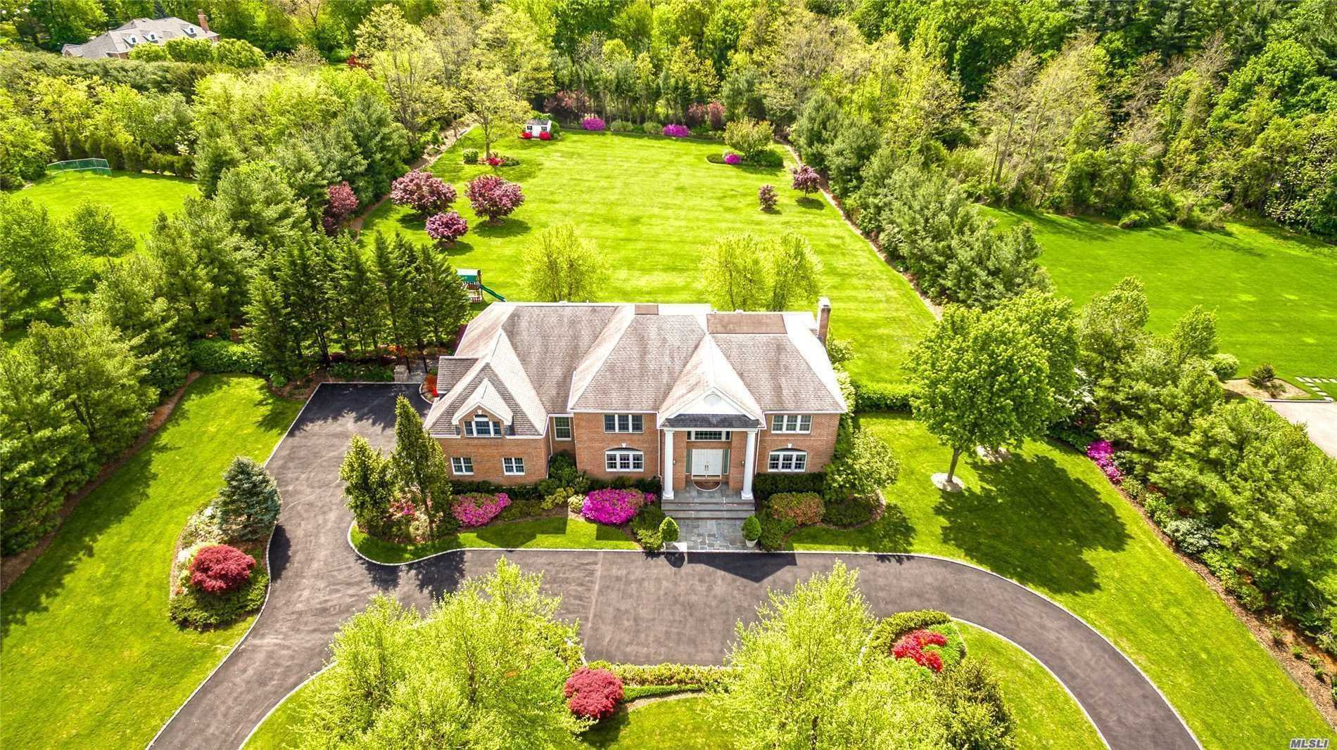 3 Westwood Ct Muttontown, NY 11545