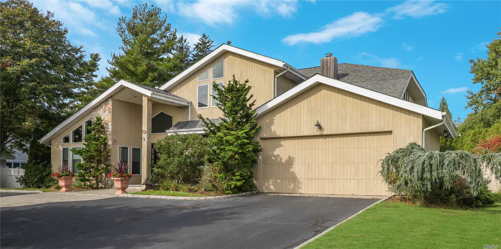 25 Kristi Dr Muttontown, NY 11753