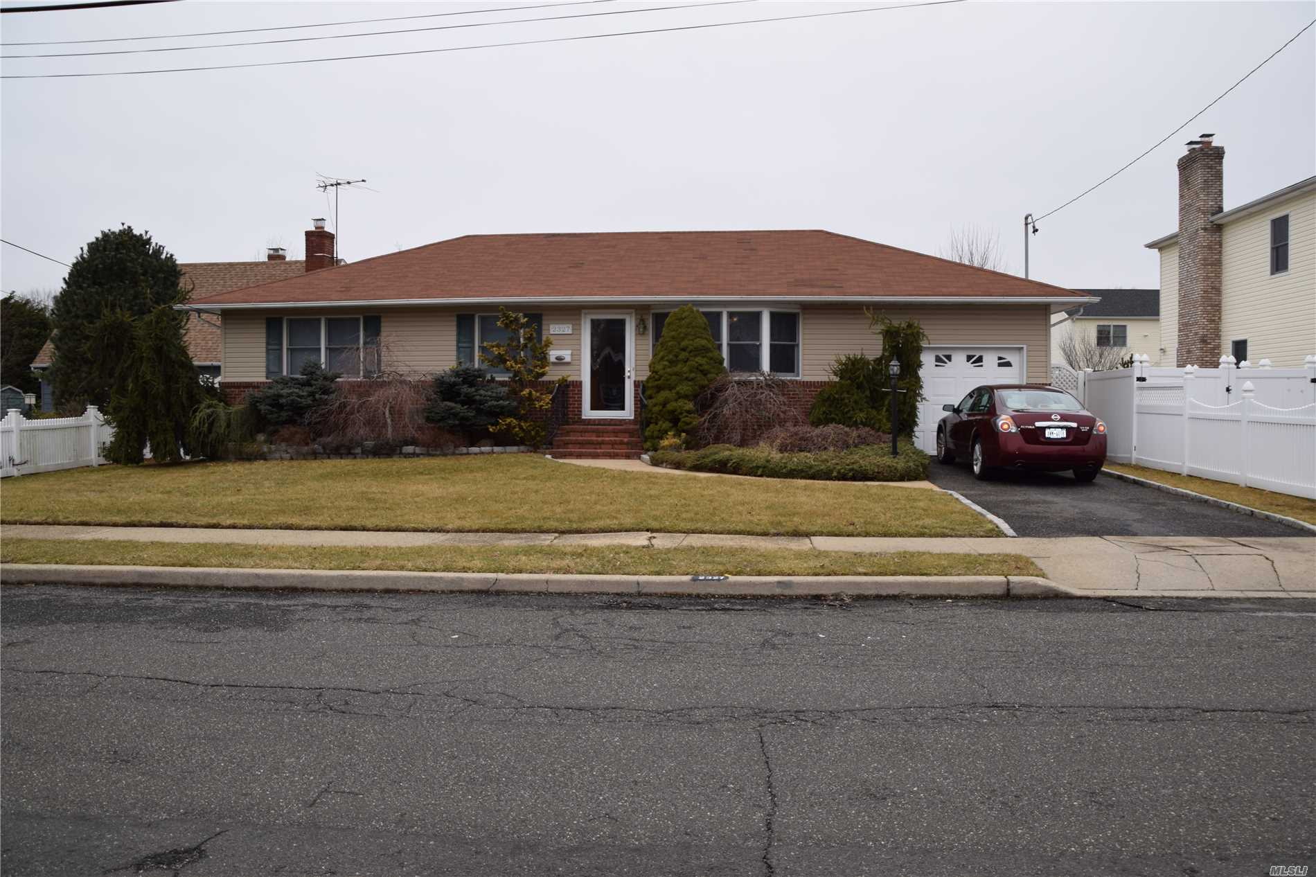 2327 Lincoln St N. Bellmore, NY 11710