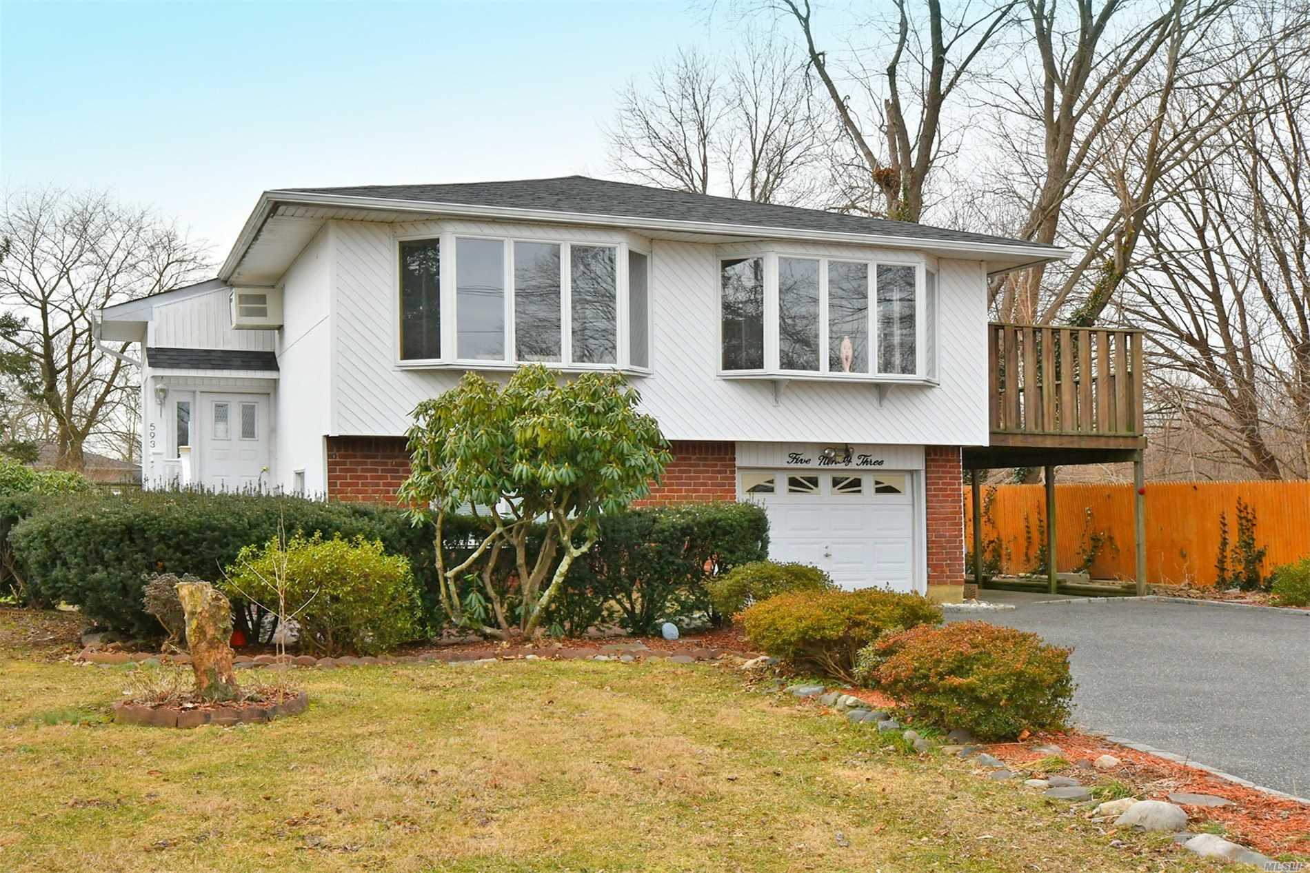 593 Old Bethpage Rd Old Bethpage, NY 11804