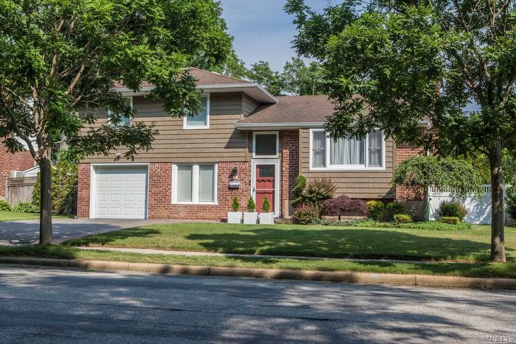 26 Michael Dr Old Bethpage, NY 11804