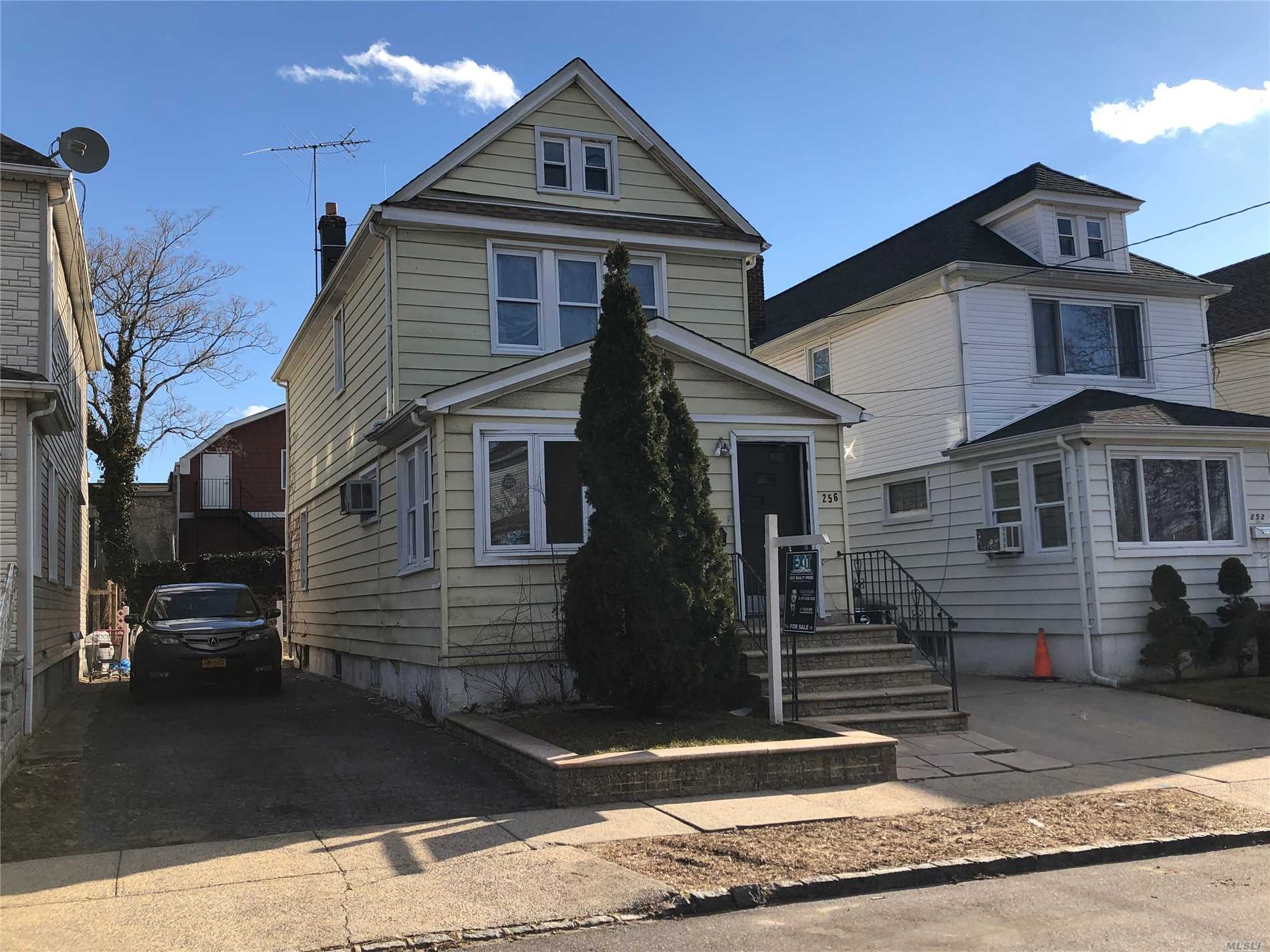 256 Bedford Ave New Hyde Park, NY 11040