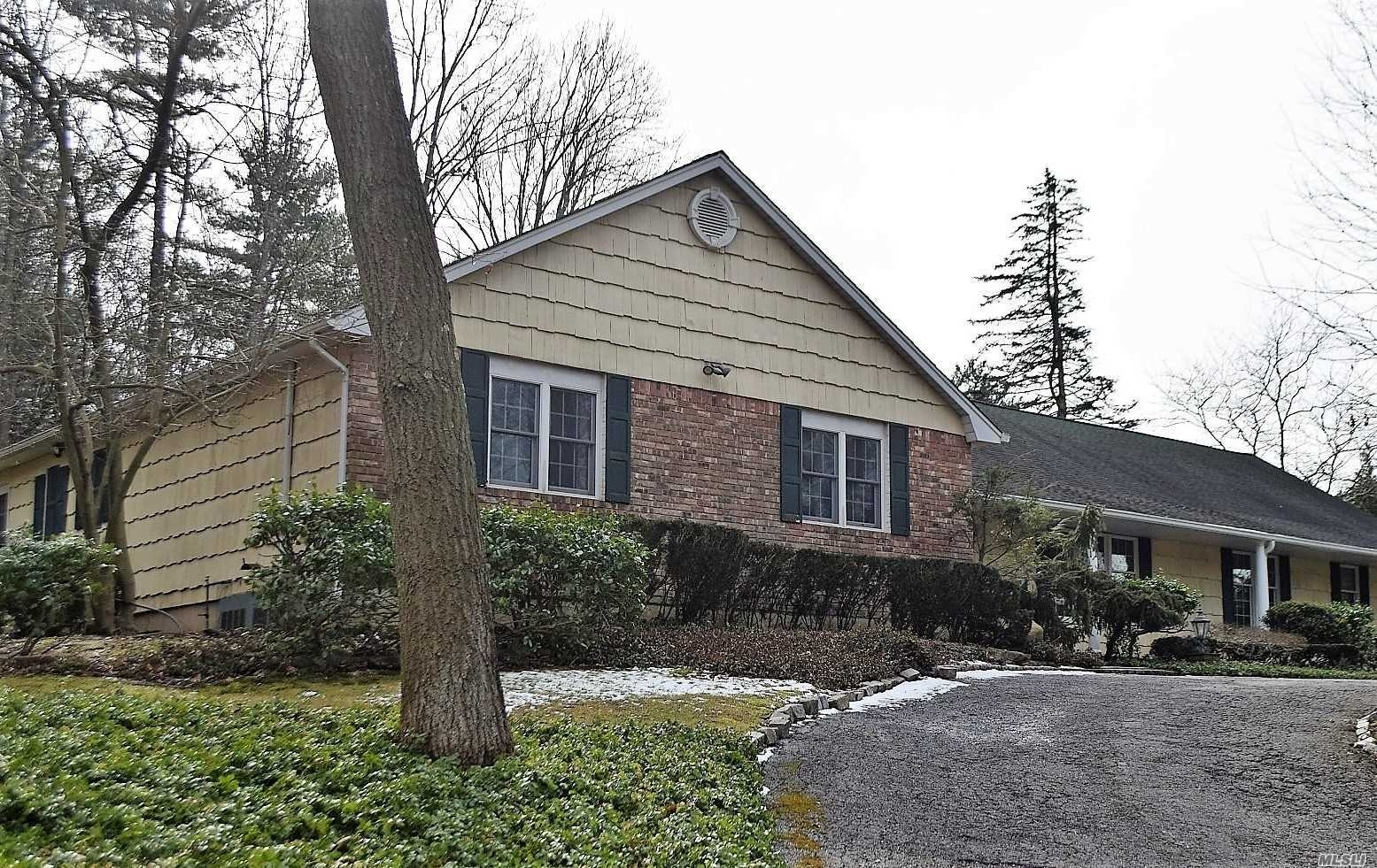 7 Dorchester Dr Muttontown, NY 11545