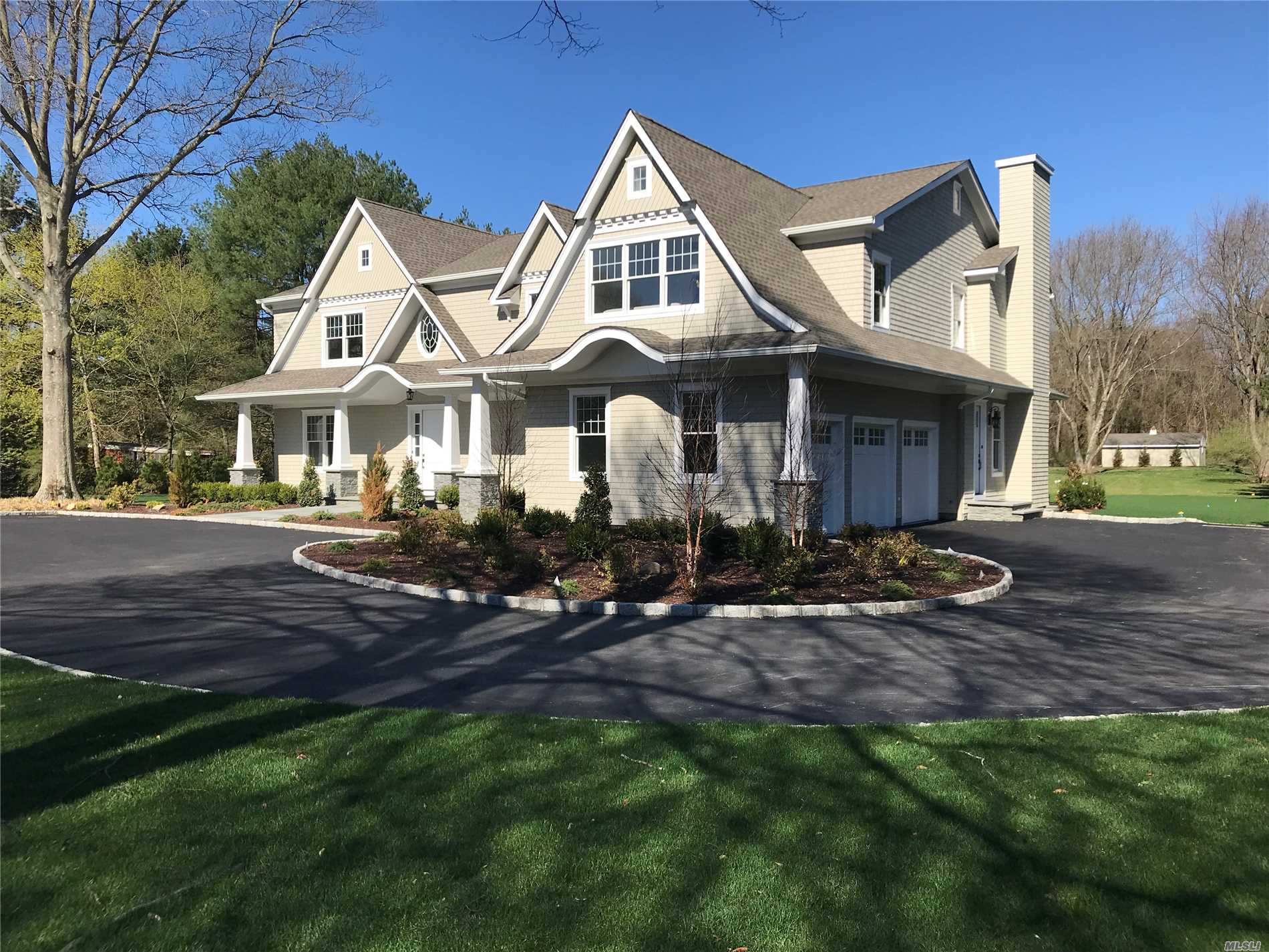 459 Cold Spring Rd Laurel Hollow, NY 11791