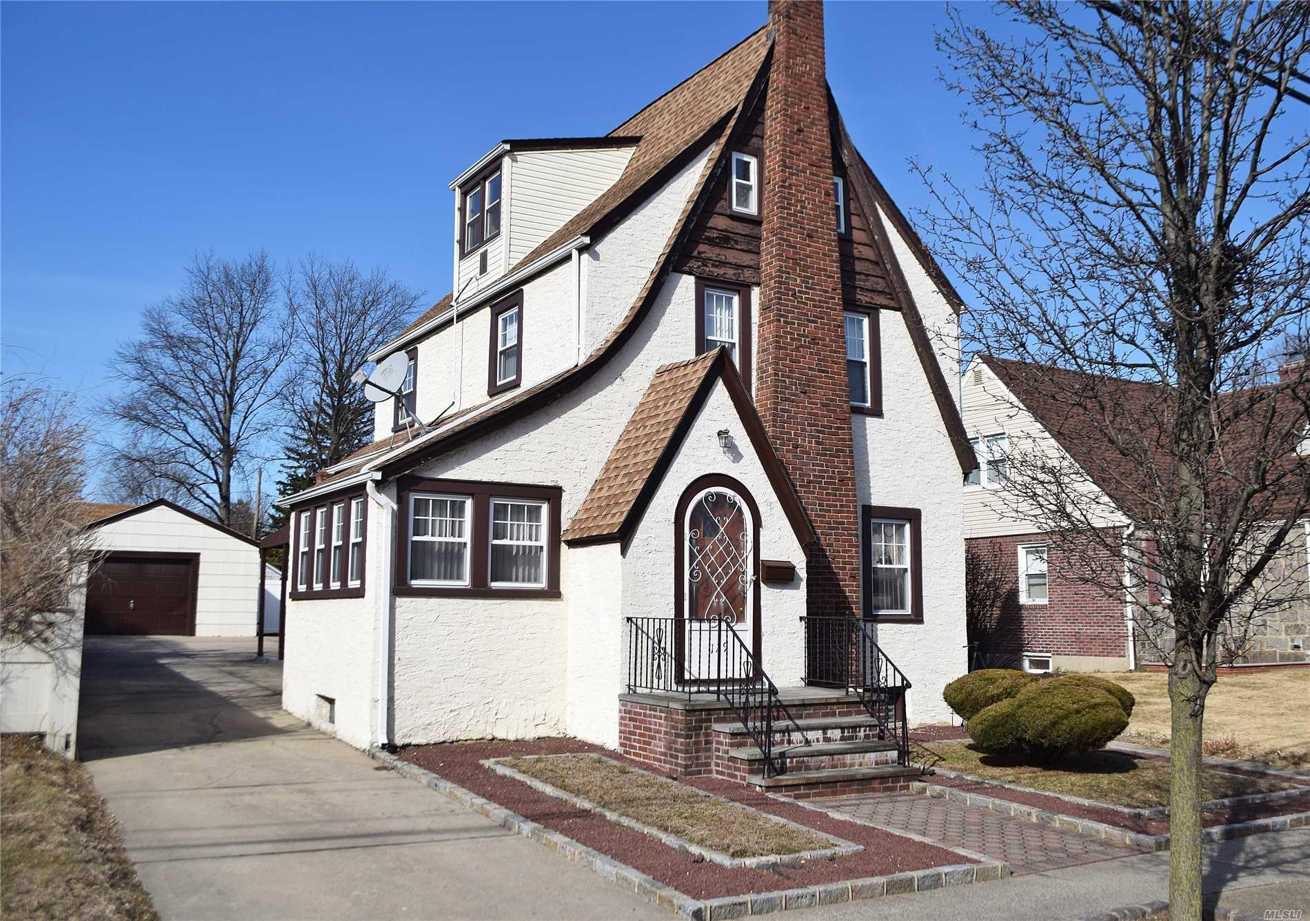 129 Bedford Ave New Hyde Park, NY 11040