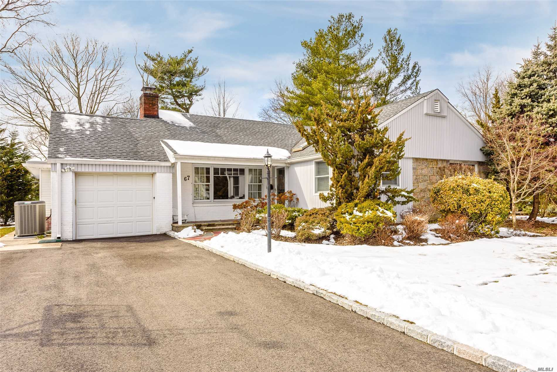 67 Rockhill Rd East Hills, NY 11577