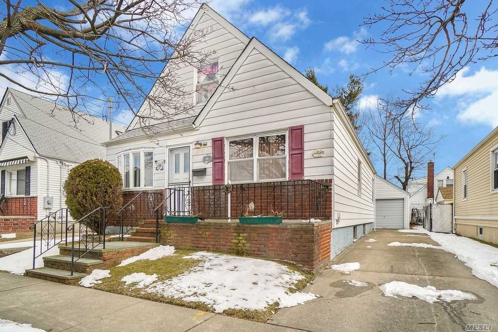 606 William St New Hyde Park, NY 11040