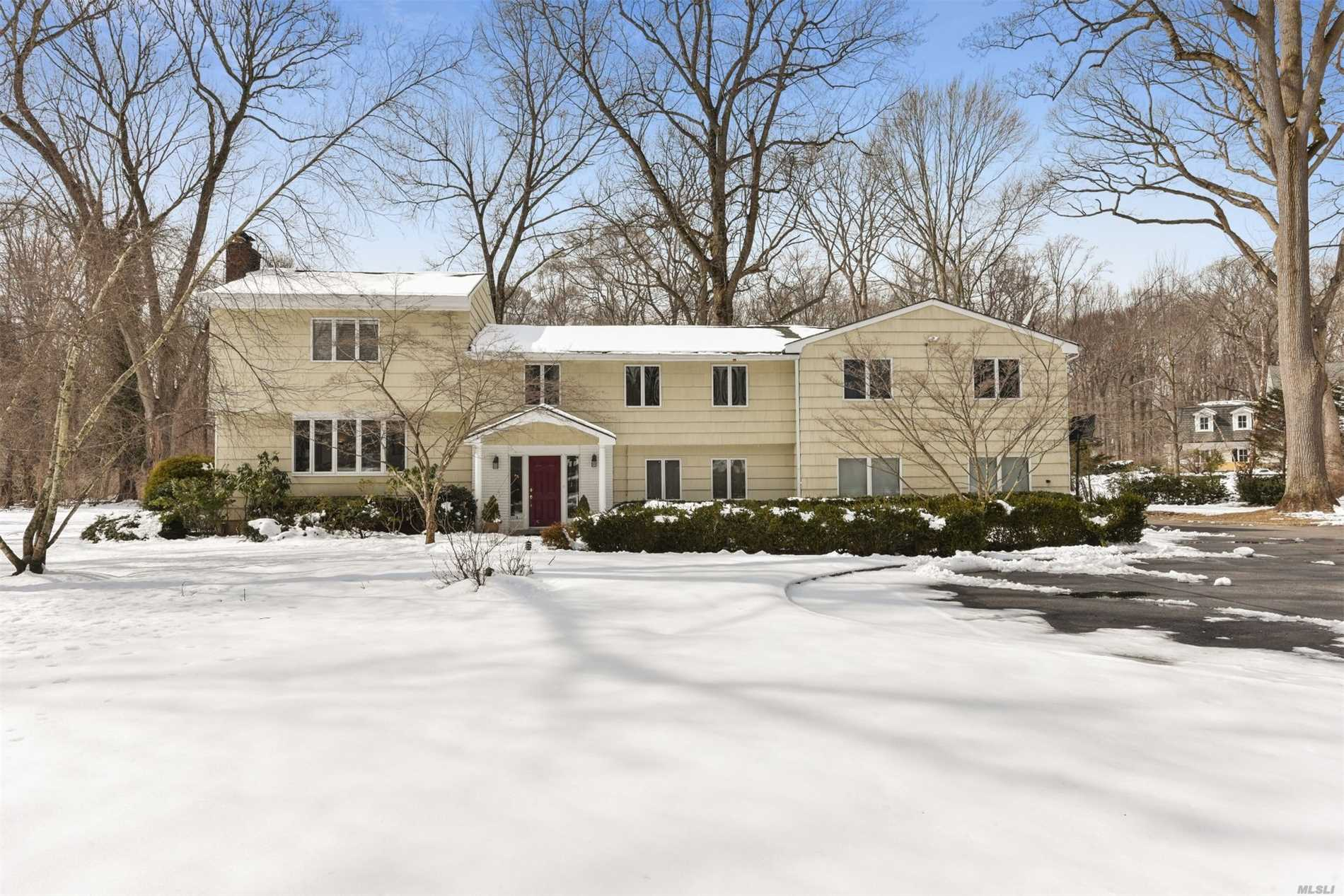 2 Marseille Dr Locust Valley, NY 11560