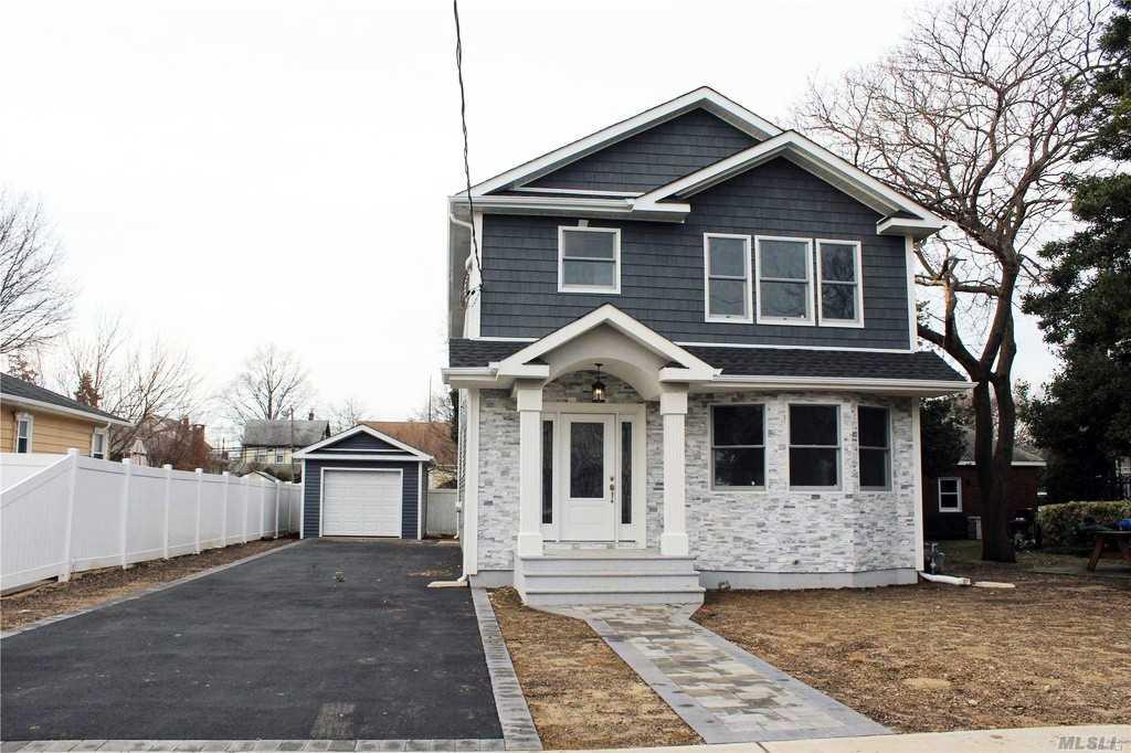 98 Raymond St Hicksville, NY 11801