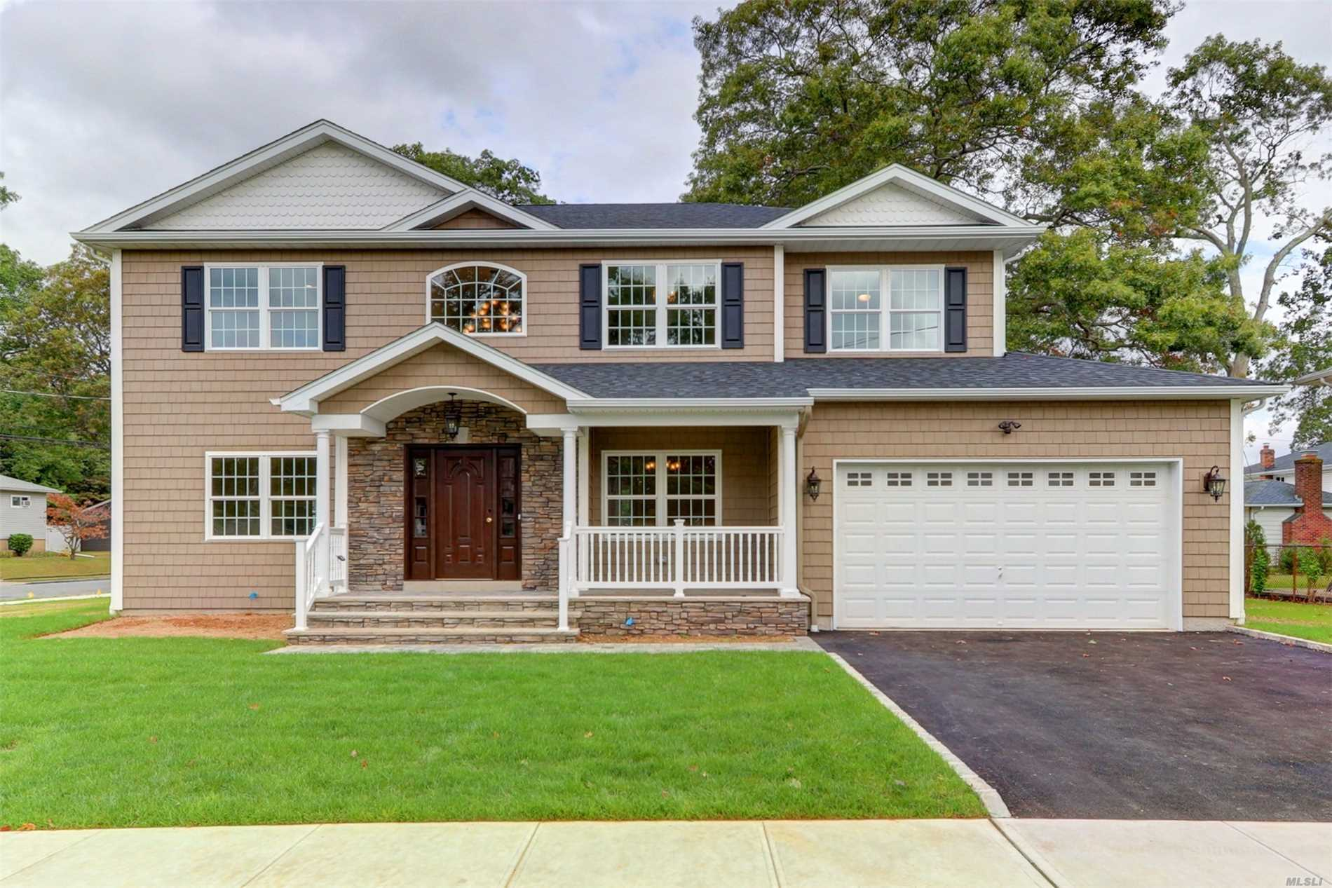 3 Pickwick Dr Old Bethpage, NY 11804